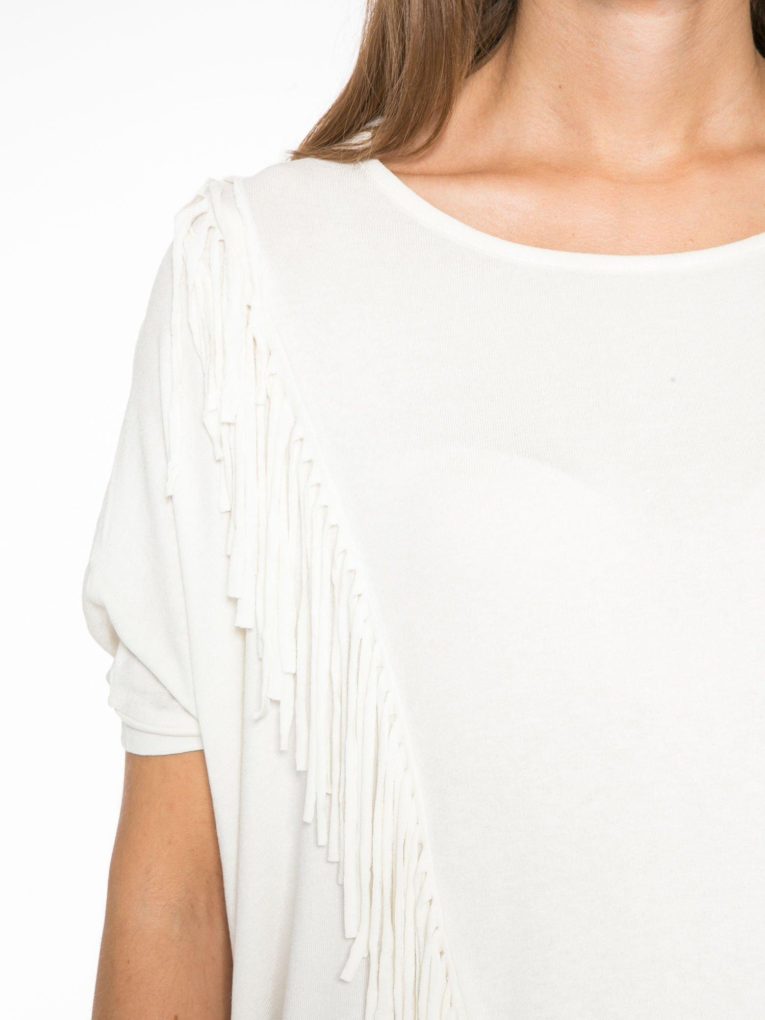 Ecru t-shirt z frędzlami i siateczkowym tyłem                                  zdj.                                  6