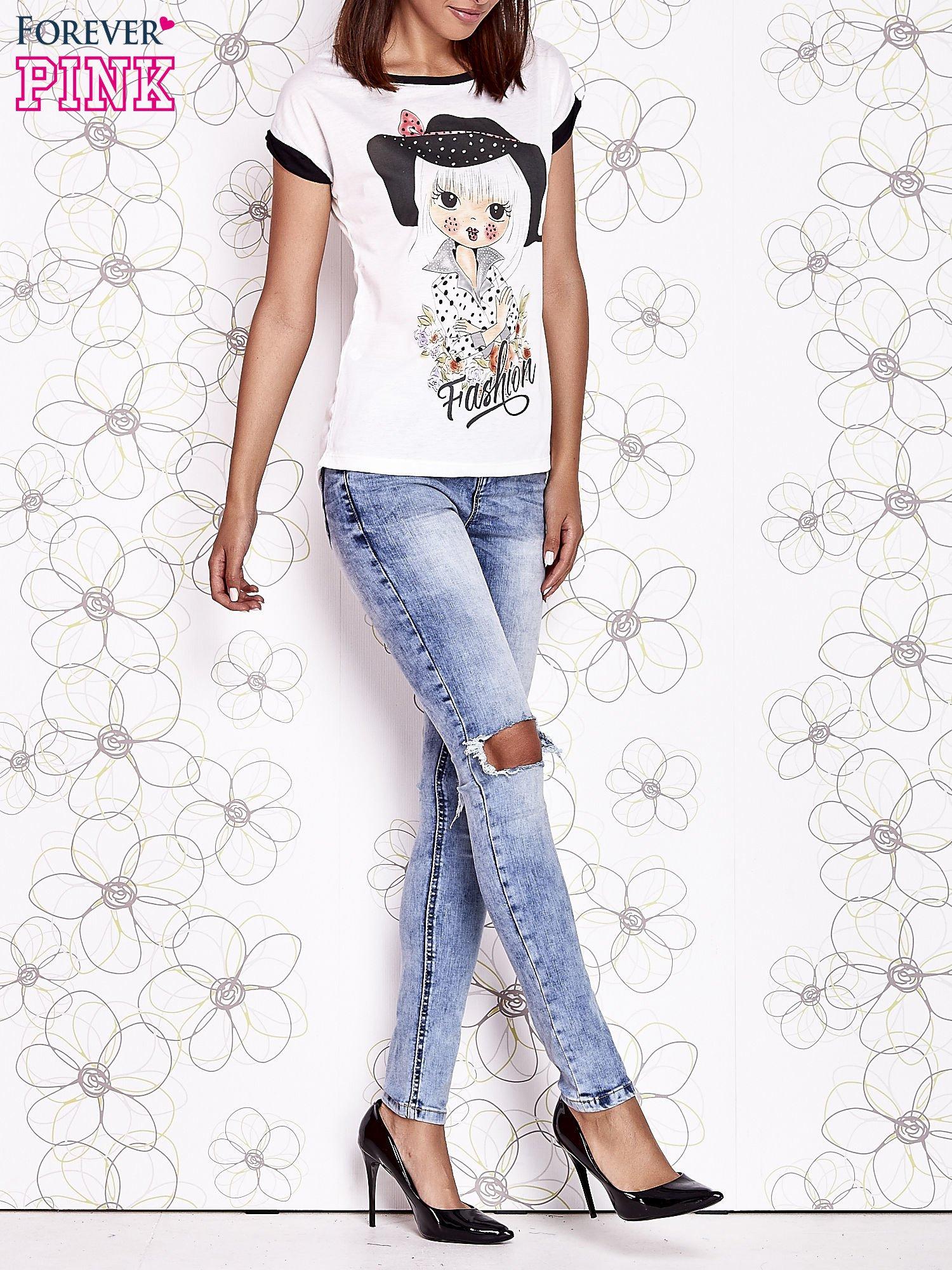 Ecru t-shirt z nadrukiem dziewczyny i dżetami                                  zdj.                                  6