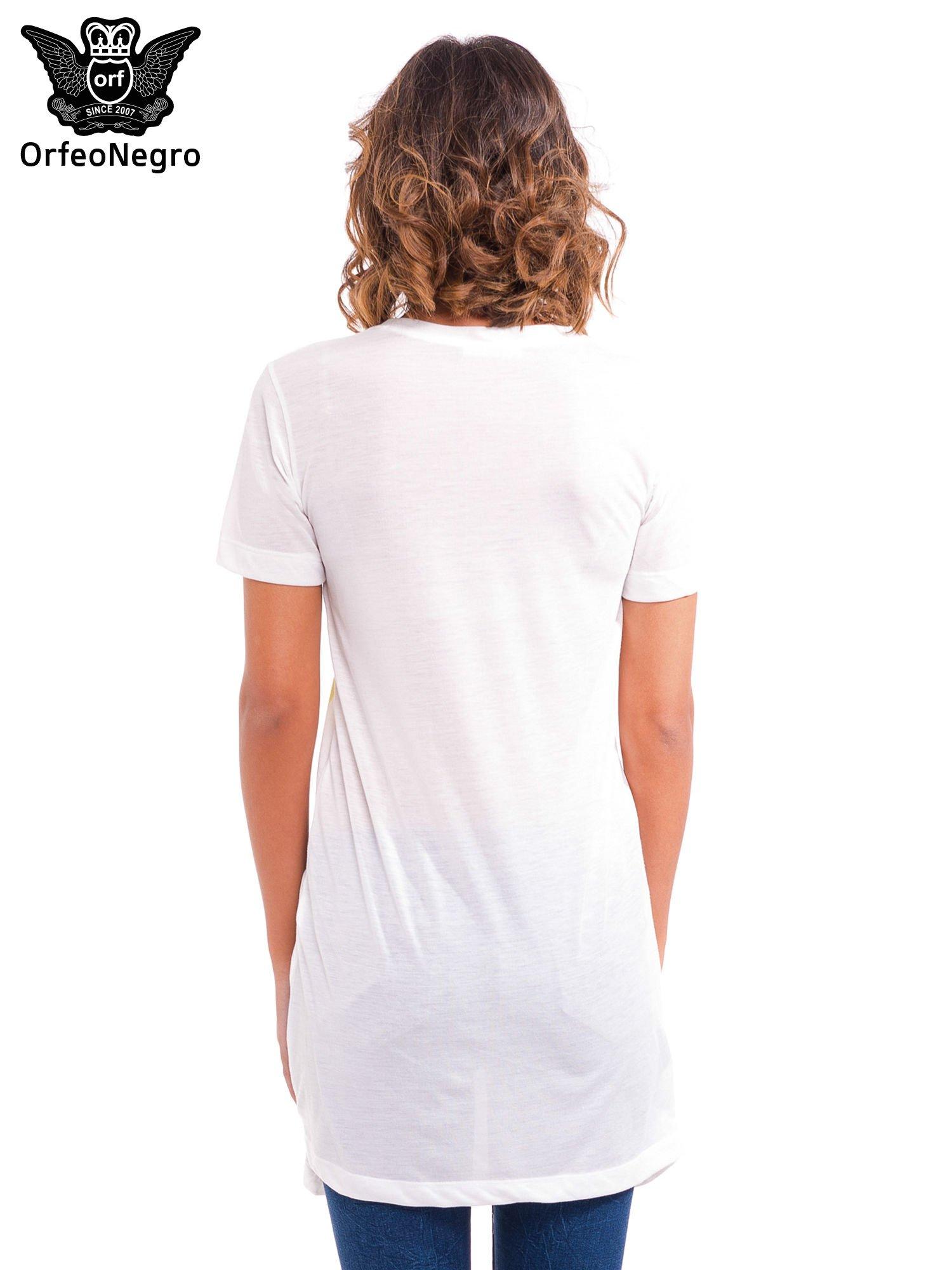 Ecru t-shirt z nadrukiem twarzy                                  zdj.                                  4