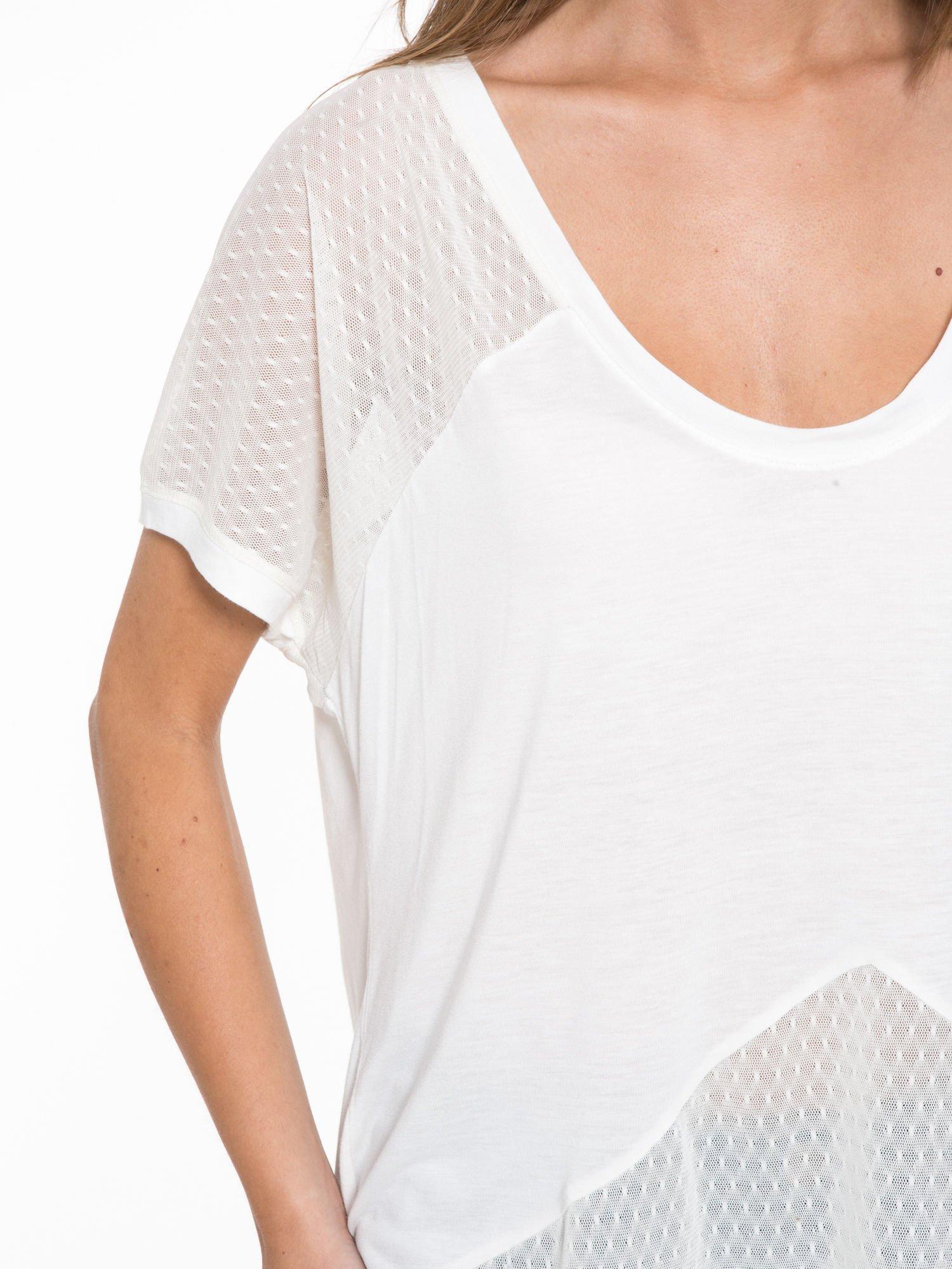 Ecru t-shirt z siateczkowymi wstawkami                                  zdj.                                  8