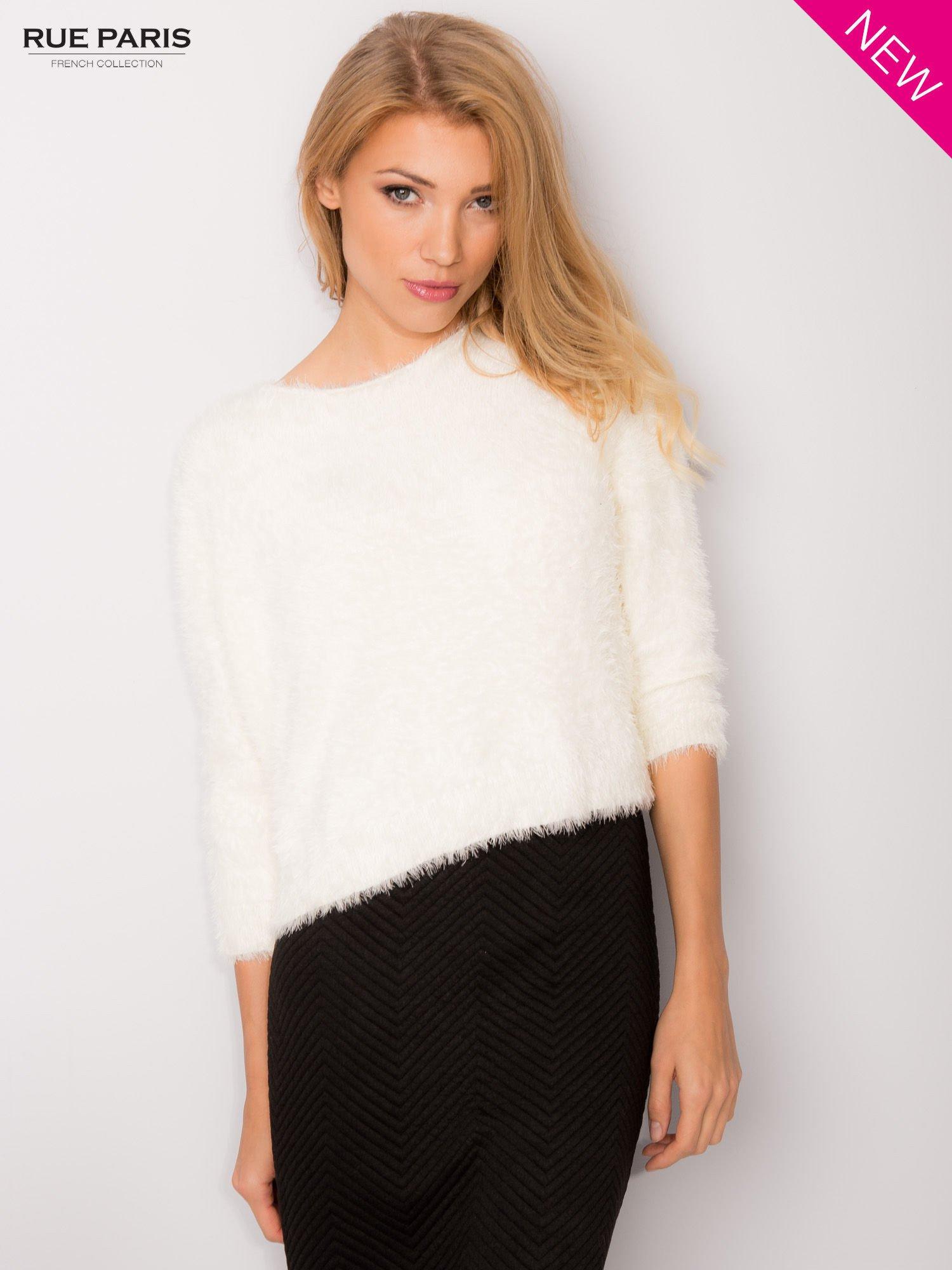 Ecru włochaty sweter z rękawami 3/4                                  zdj.                                  6