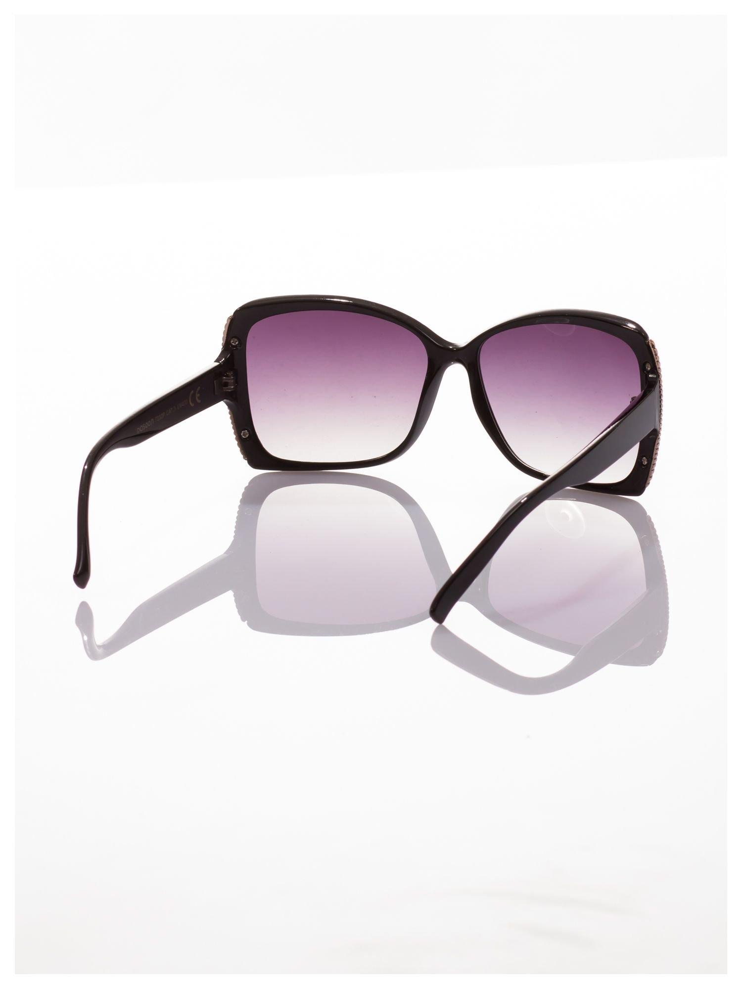 Eleganckie czarne okulary przeciwsłoneczne stylizowane na GUCCI ze srebrnymi bokami                                  zdj.                                  3