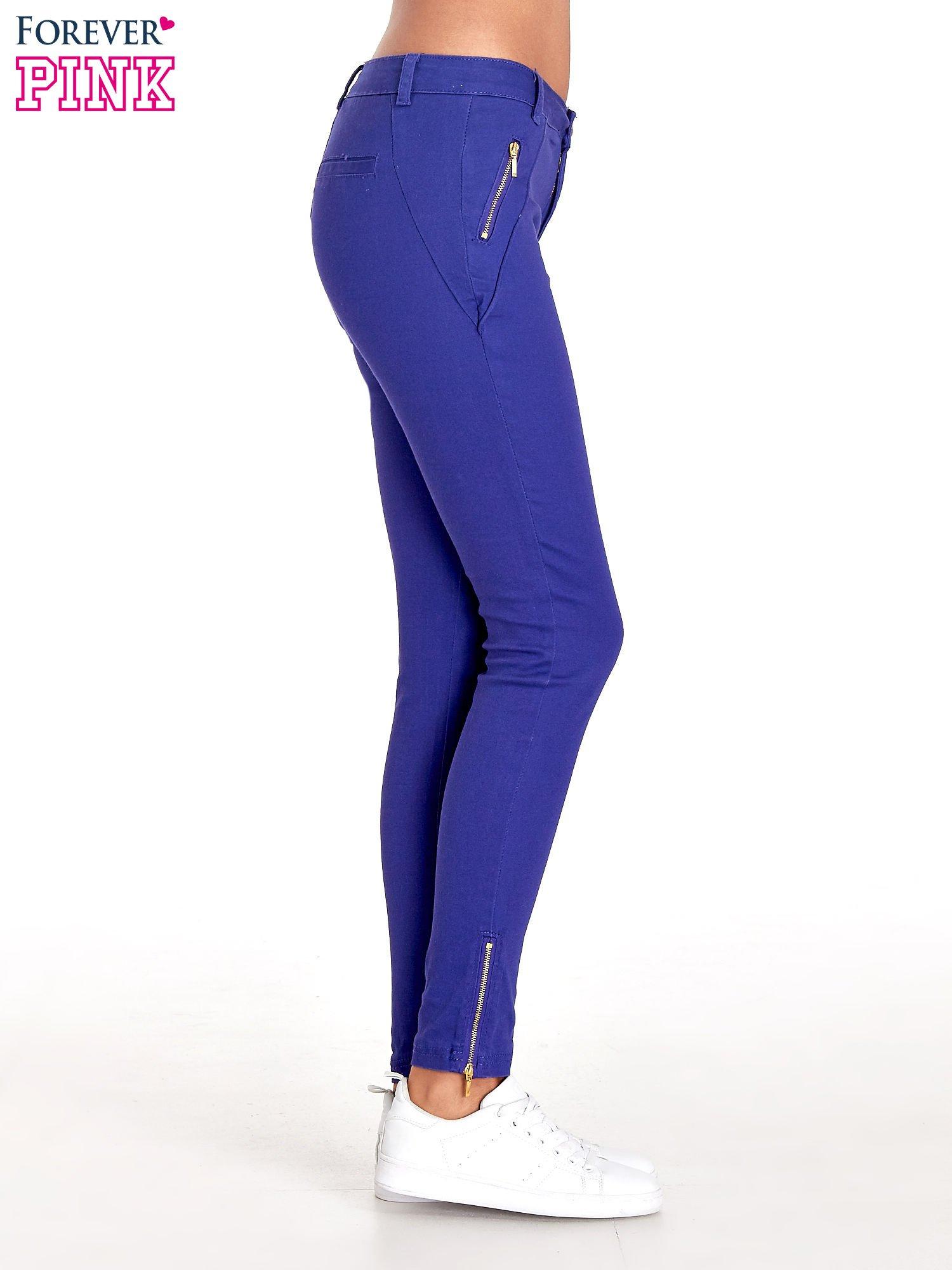 Fioletowe spodnie ze złotymi suwakami                                  zdj.                                  3