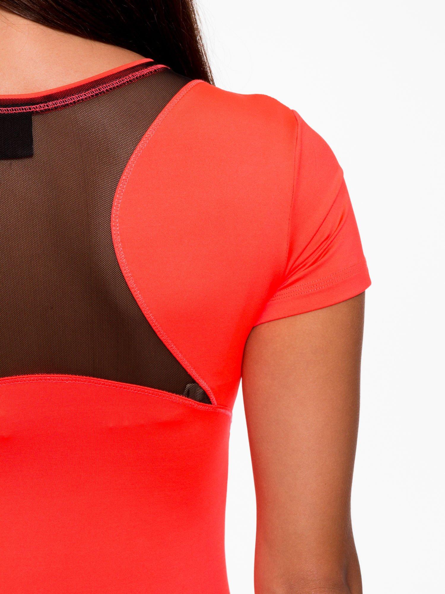b394be65092036 ... Fluoróżowy termoaktywny t-shirt sportowy z siateczką przy dekolcie i z  tyłu ♢ Performance RUN ...
