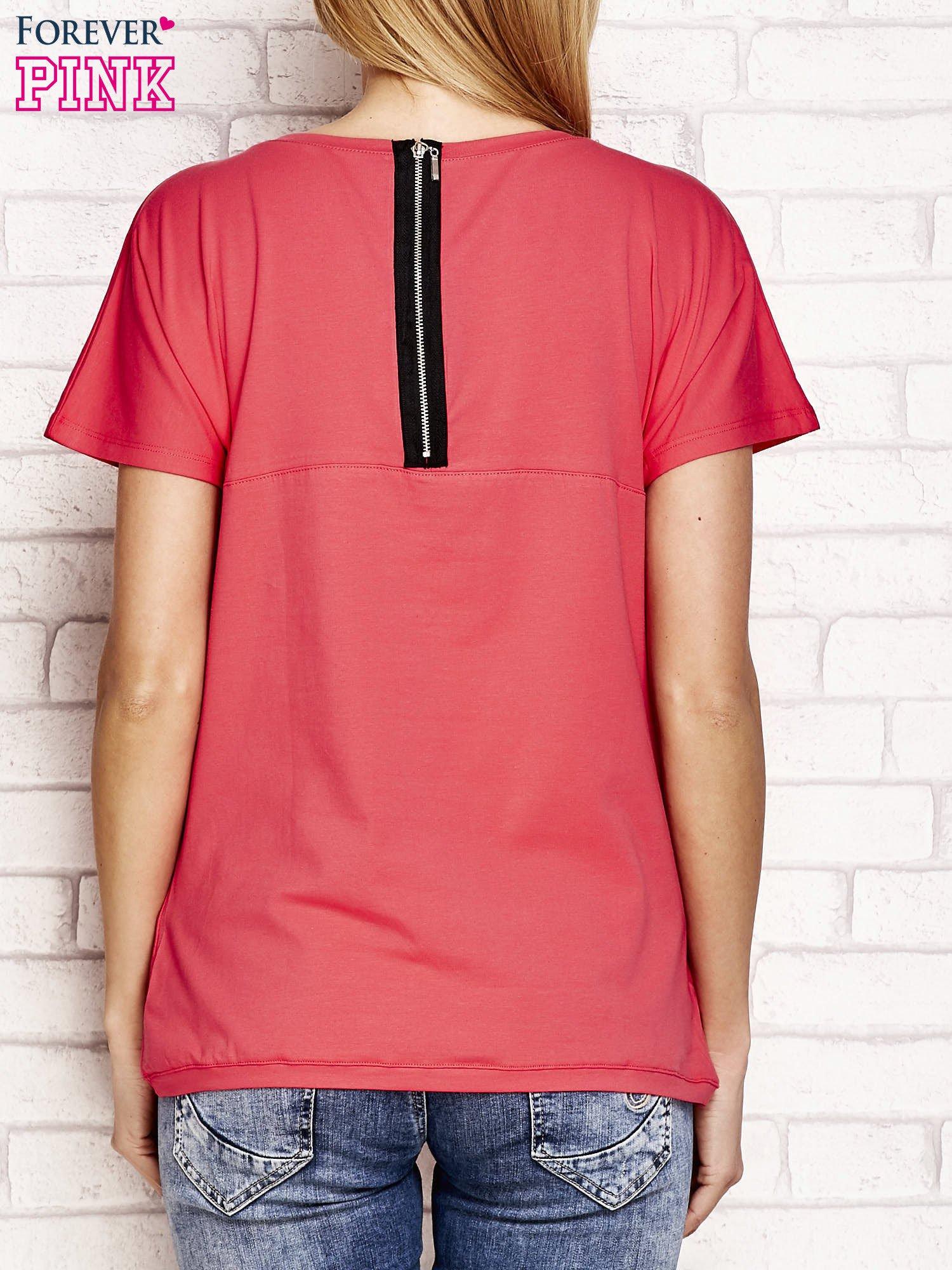 Fuksjowy t-shirt z napisem J'ADORE LE NOIR                                  zdj.                                  2