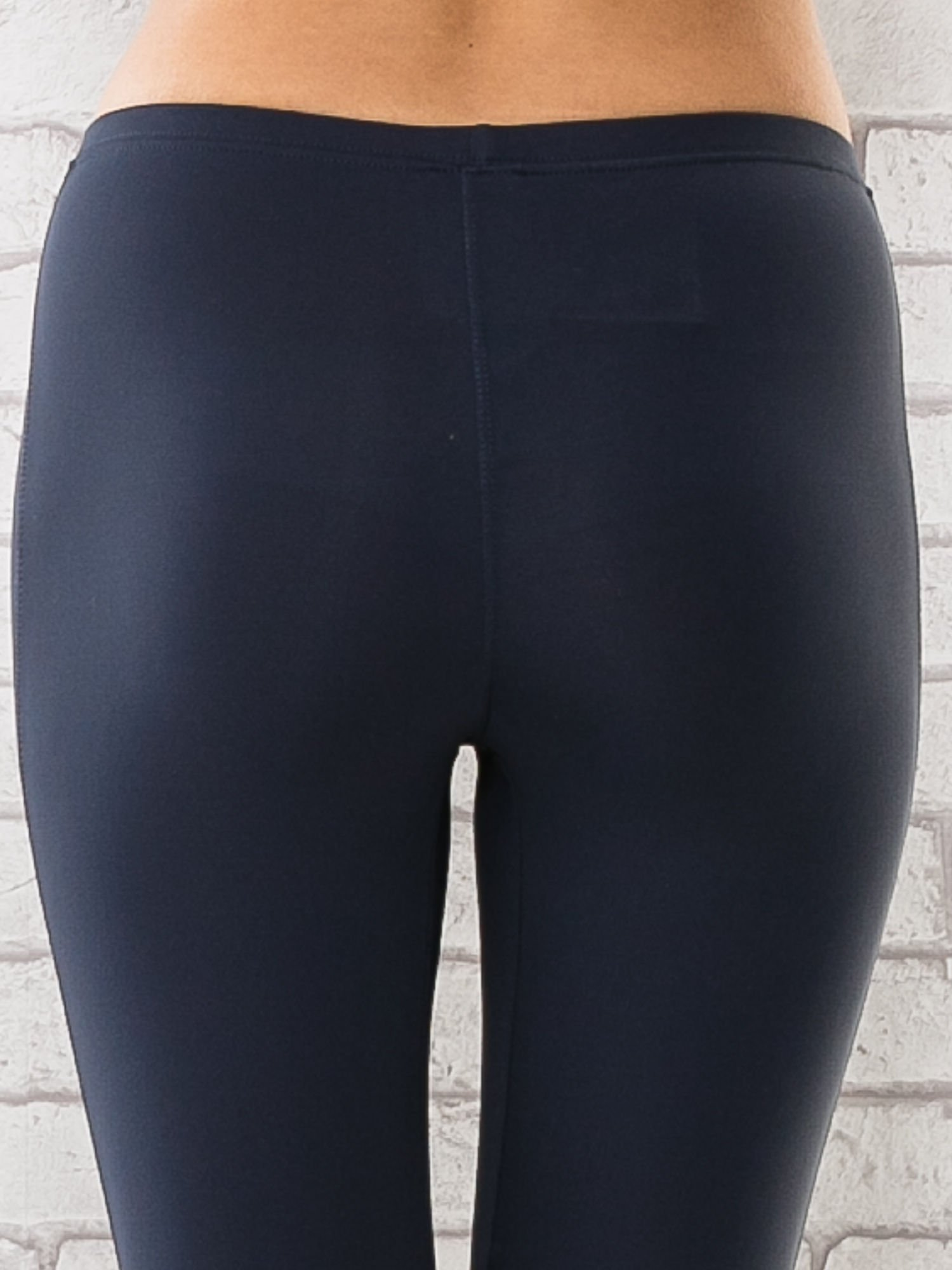 Grafitowe legginsy sportowe termalne z patką z dżetów                                  zdj.                                  5