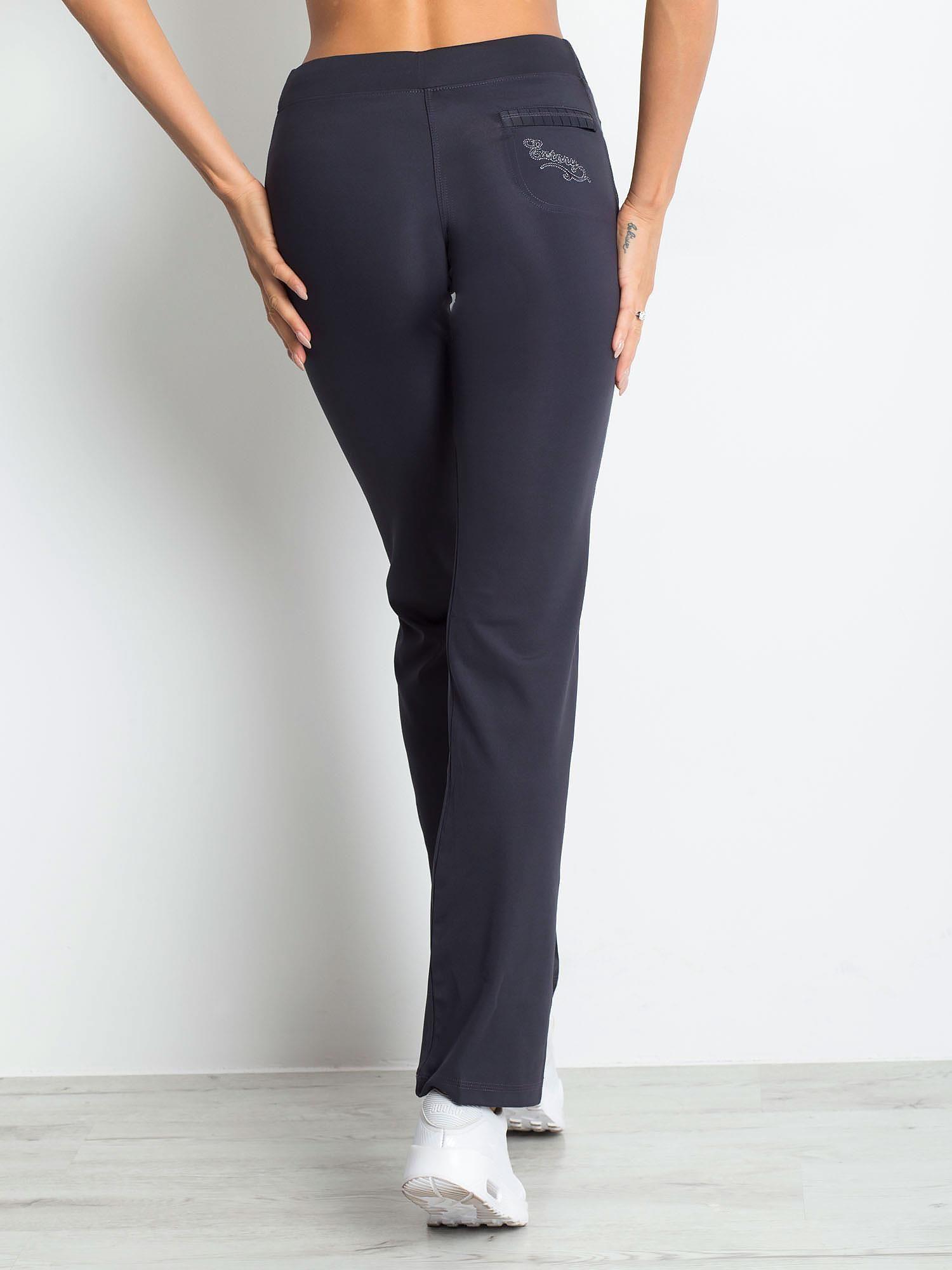 Grafitowe spodnie dresowe z naszywką