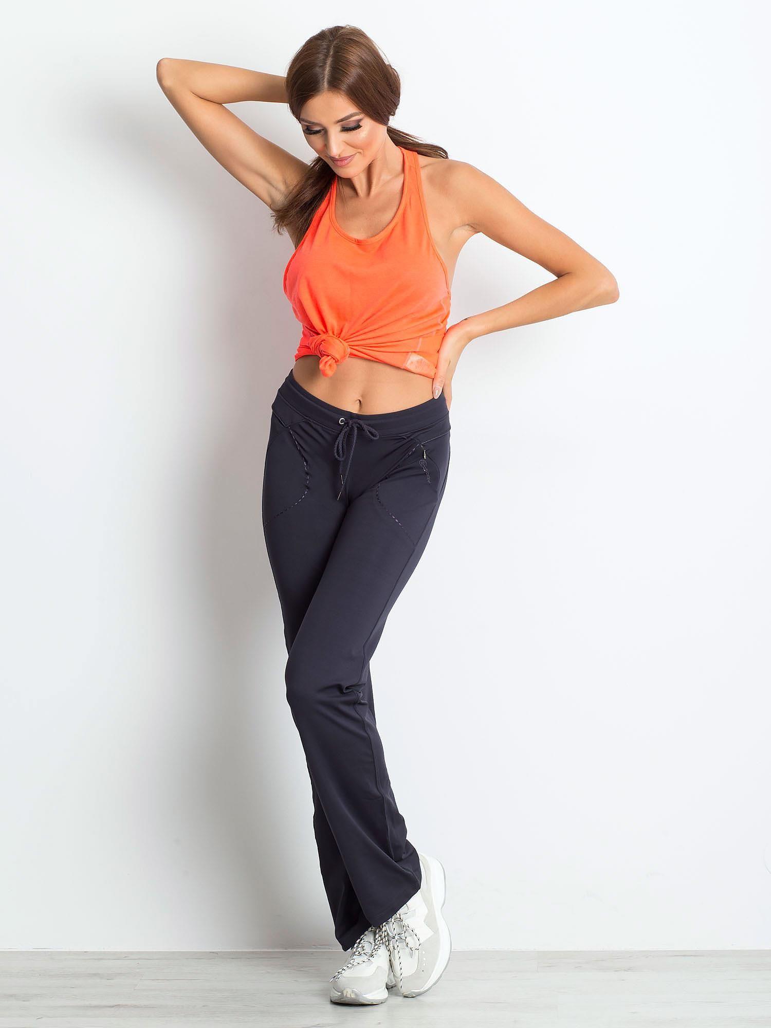 Grafitowe spodnie dresowe z wszytą kieszonką                                  zdj.                                  4