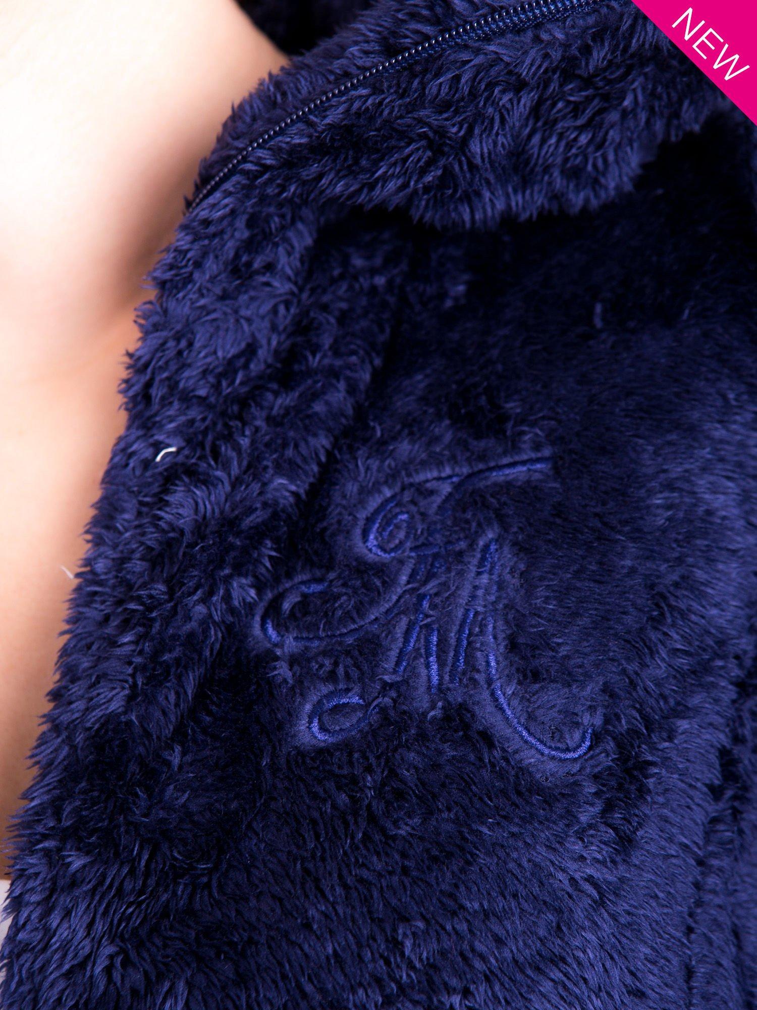 Granatowa bluza polarowa z kapturem z pomponikami                                  zdj.                                  9