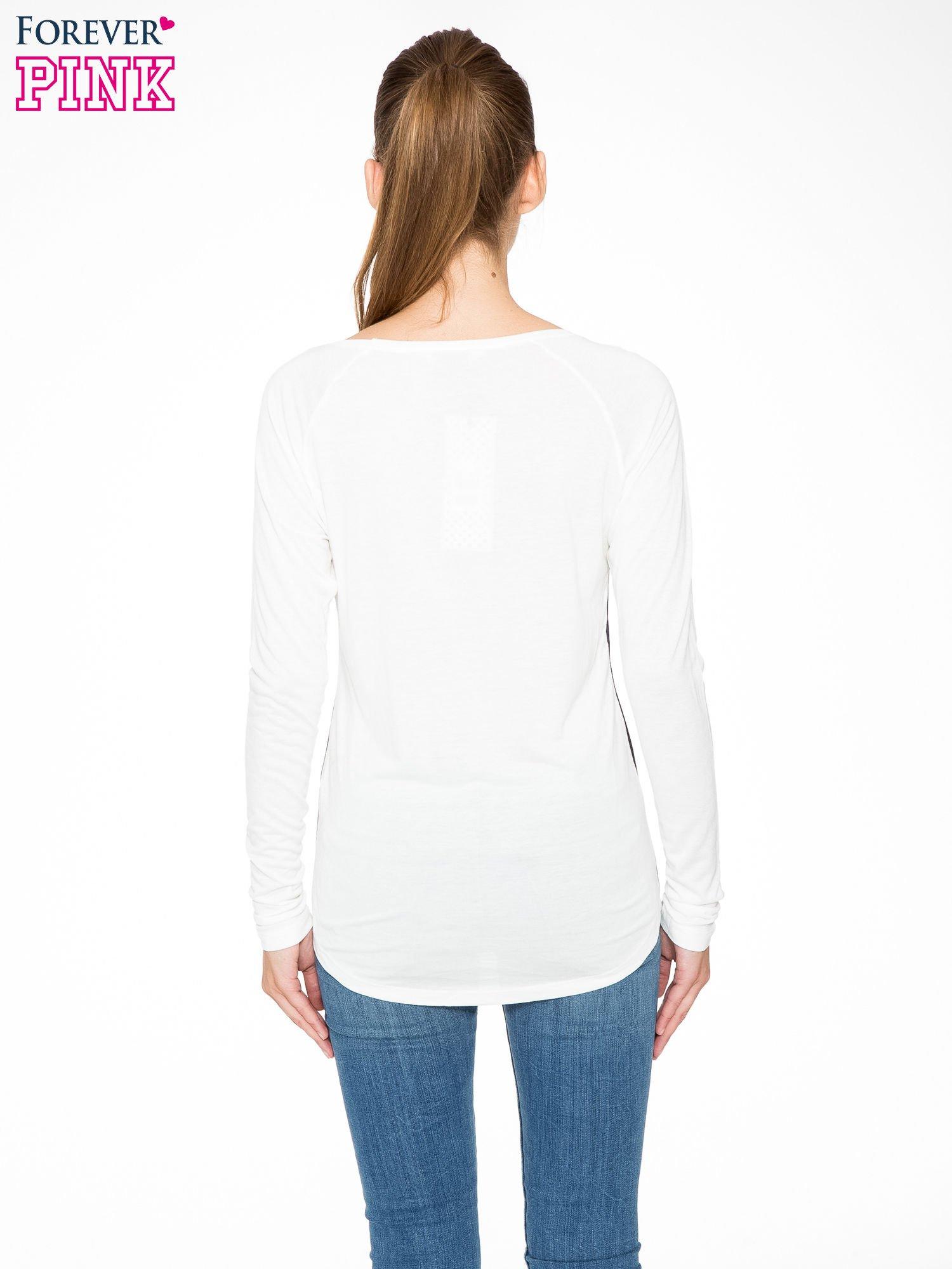 Granatowa bluzka z motywem serca i reglanowymi rękawami                                  zdj.                                  4