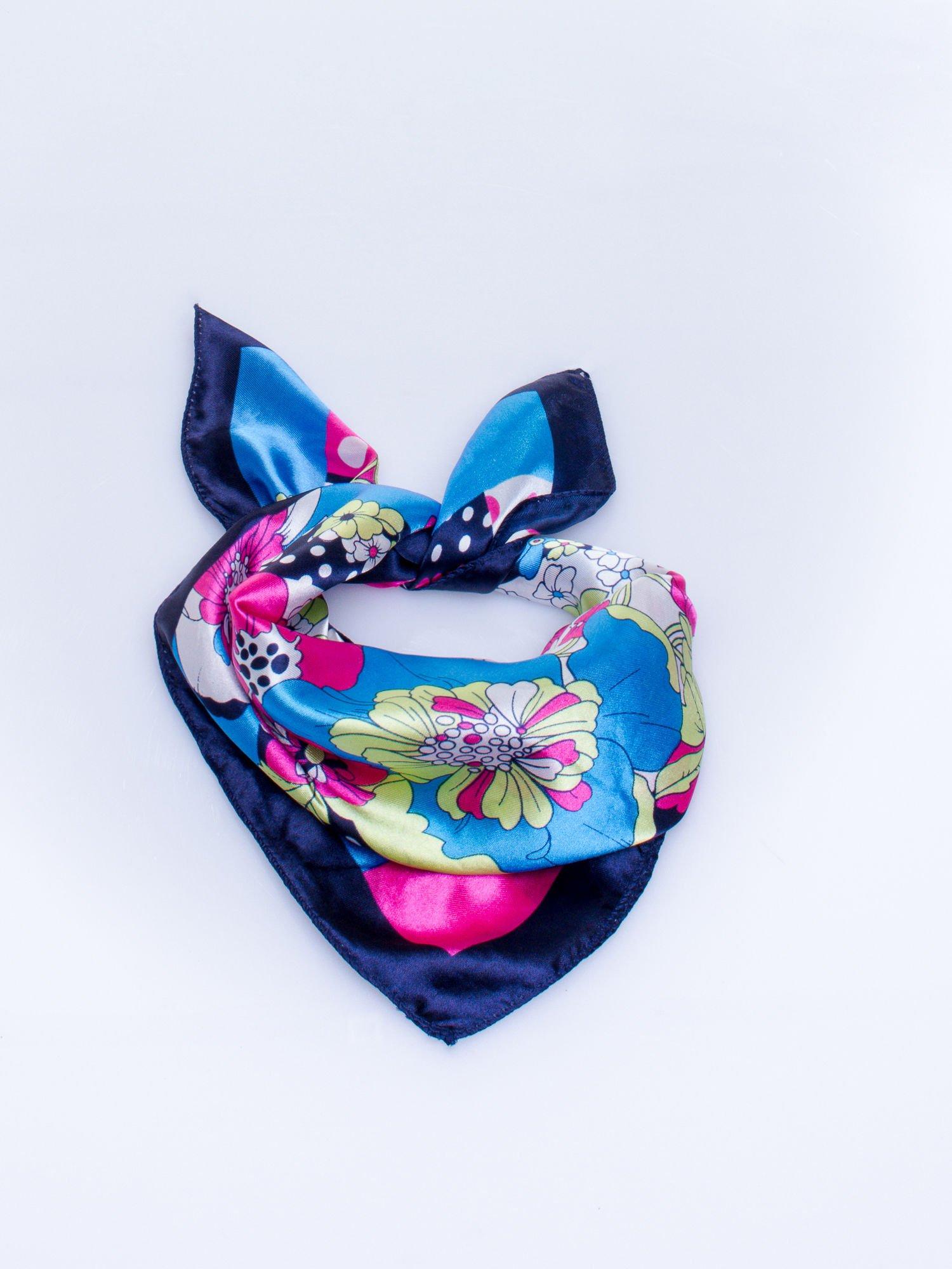 Granatowa chusta apaszka w kwiatowe wzory                                  zdj.                                  2