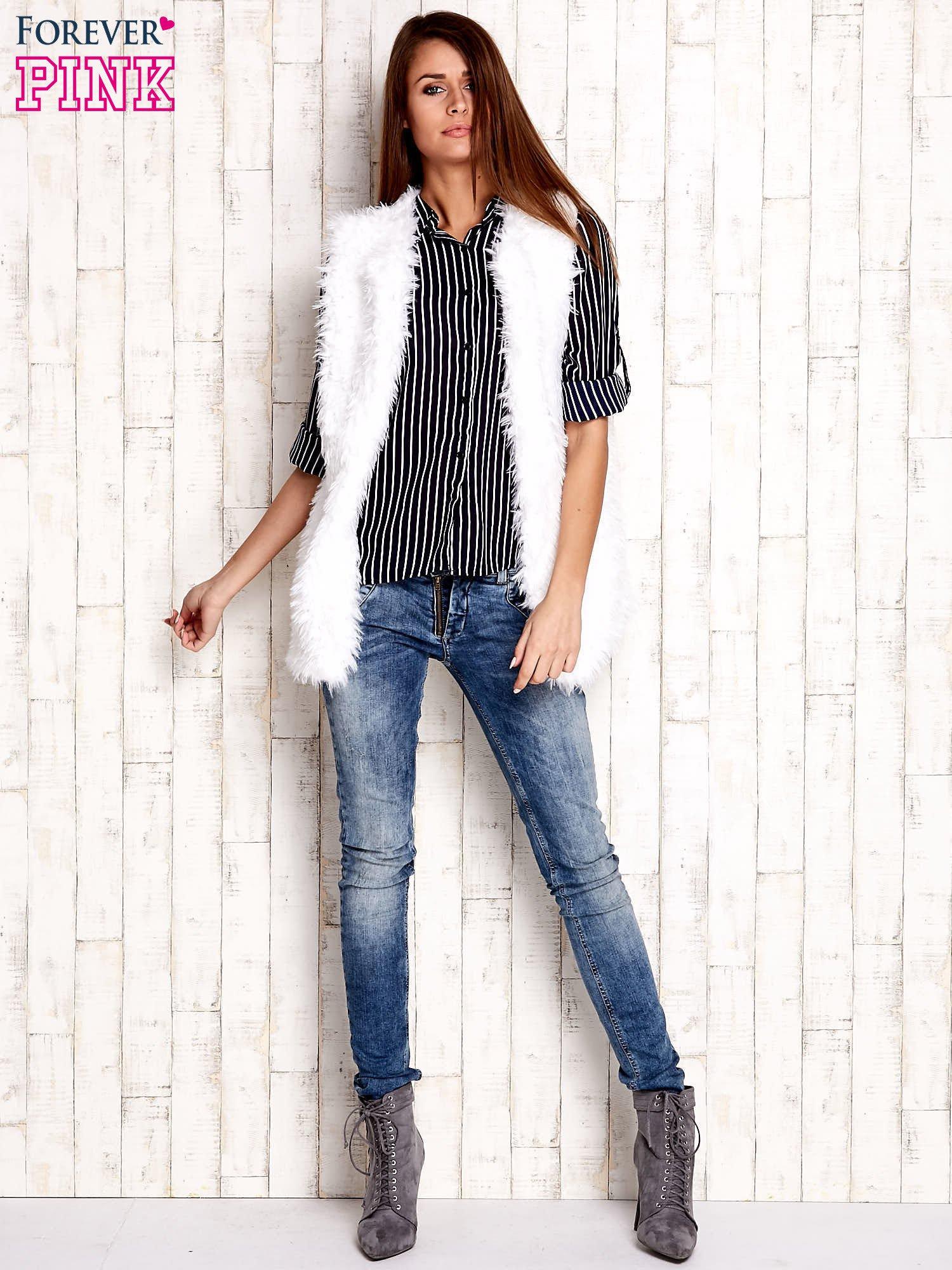 Granatowa koszula w paski z podwijanymi rękawami                                  zdj.                                  5