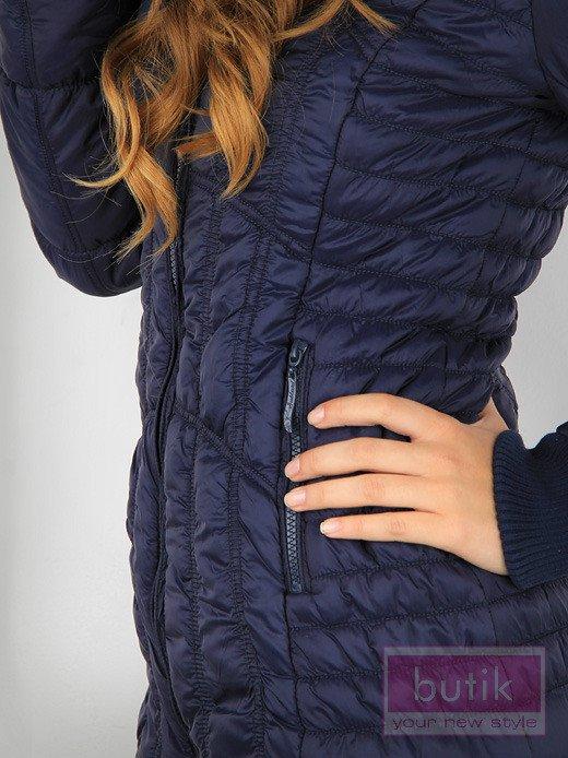 Granatowa kurtka z ozdobnym pikowaniem                                  zdj.                                  4