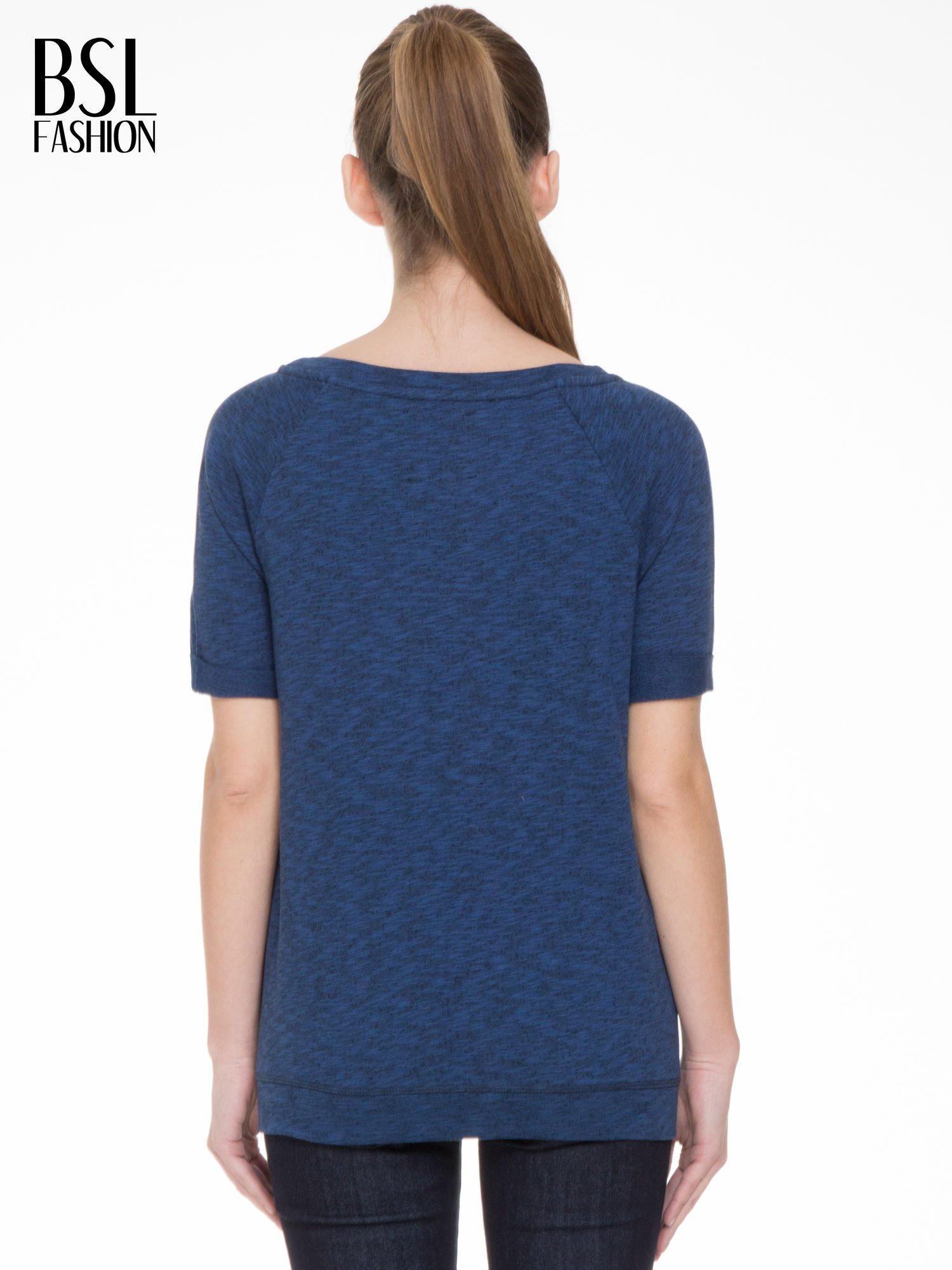 Granatowa melanżowa bluzka z wywijanymi rękawkami                                  zdj.                                  4