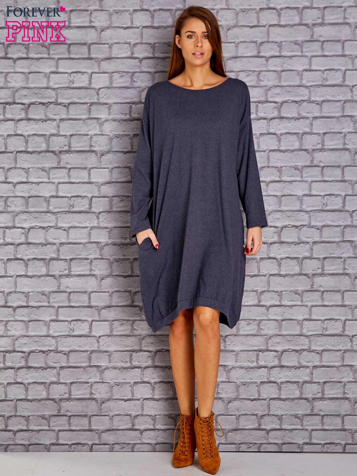 d87217b815 Granatowa melanżowa dresowa sukienka oversize z kieszeniami - Sukienka na  co dzień - sklep eButik.pl