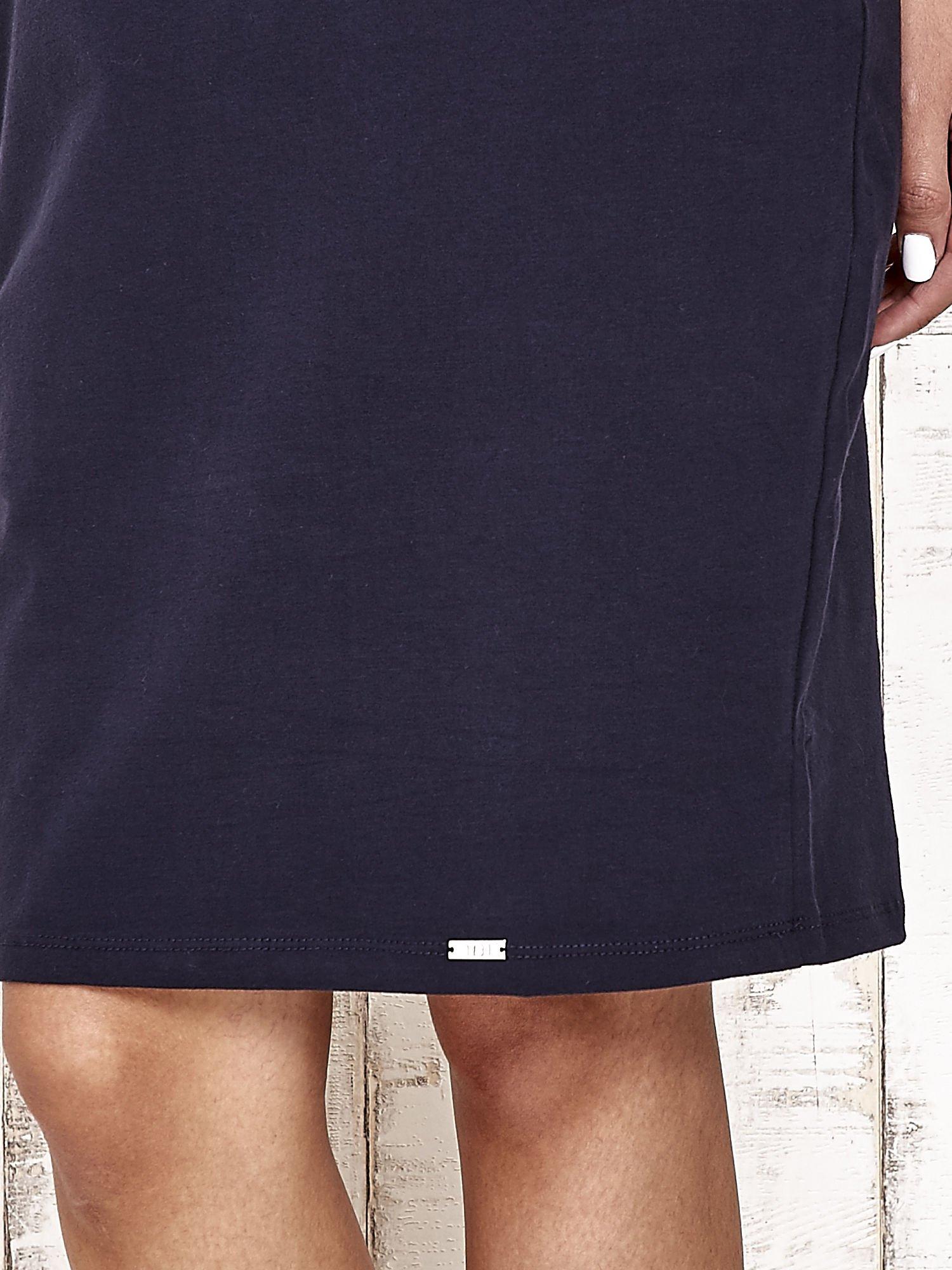 Granatowa prosta sukienka dresowa                                  zdj.                                  6