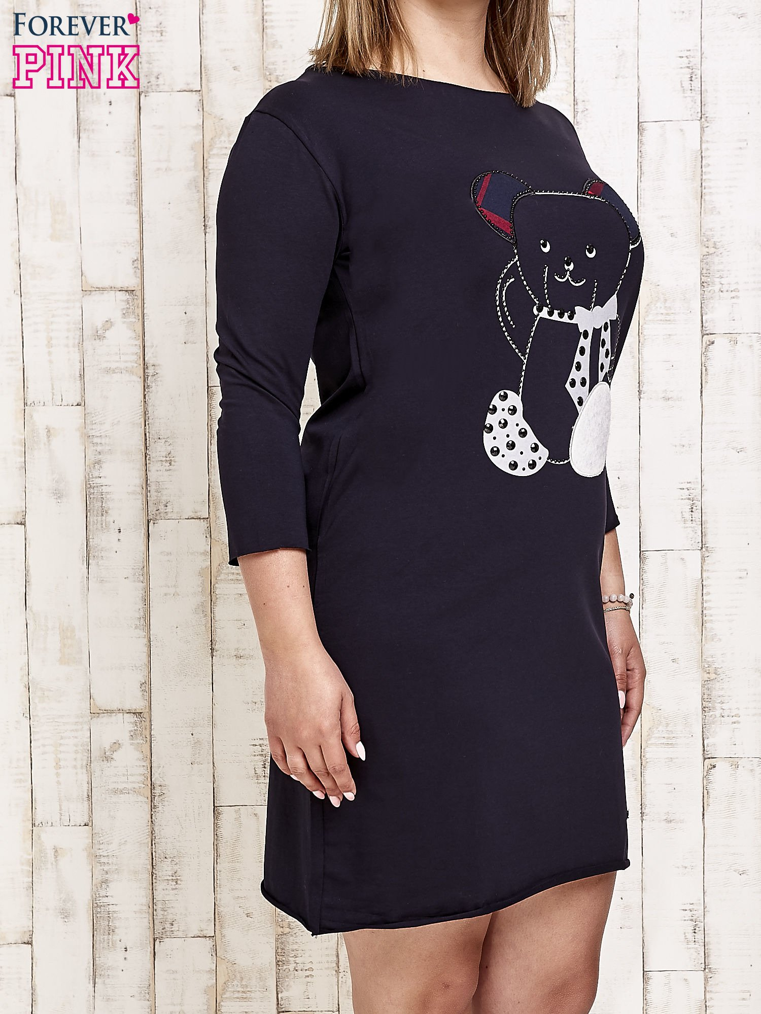 Granatowa sukienka dresowa z misiem PLUS SIZE                                  zdj.                                  3