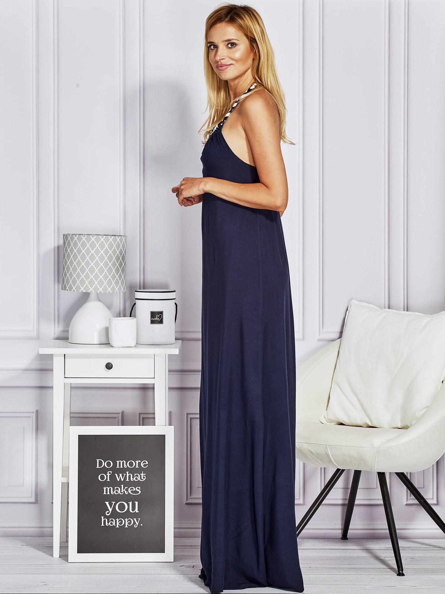 Granatowa sukienka maxi z wiązaniem na szyi                                  zdj.                                  4