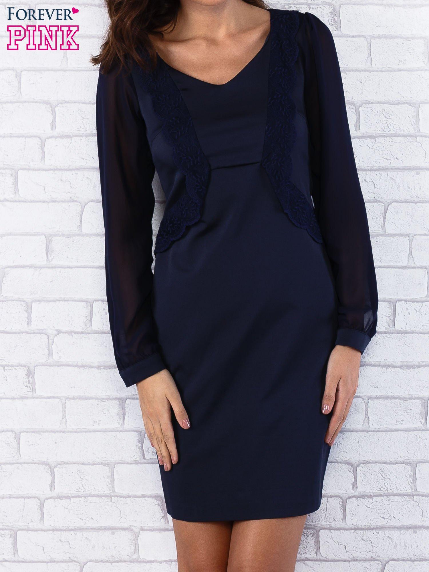 Granatowa sukienka z długimi transparentnymi rękawami                                  zdj.                                  1