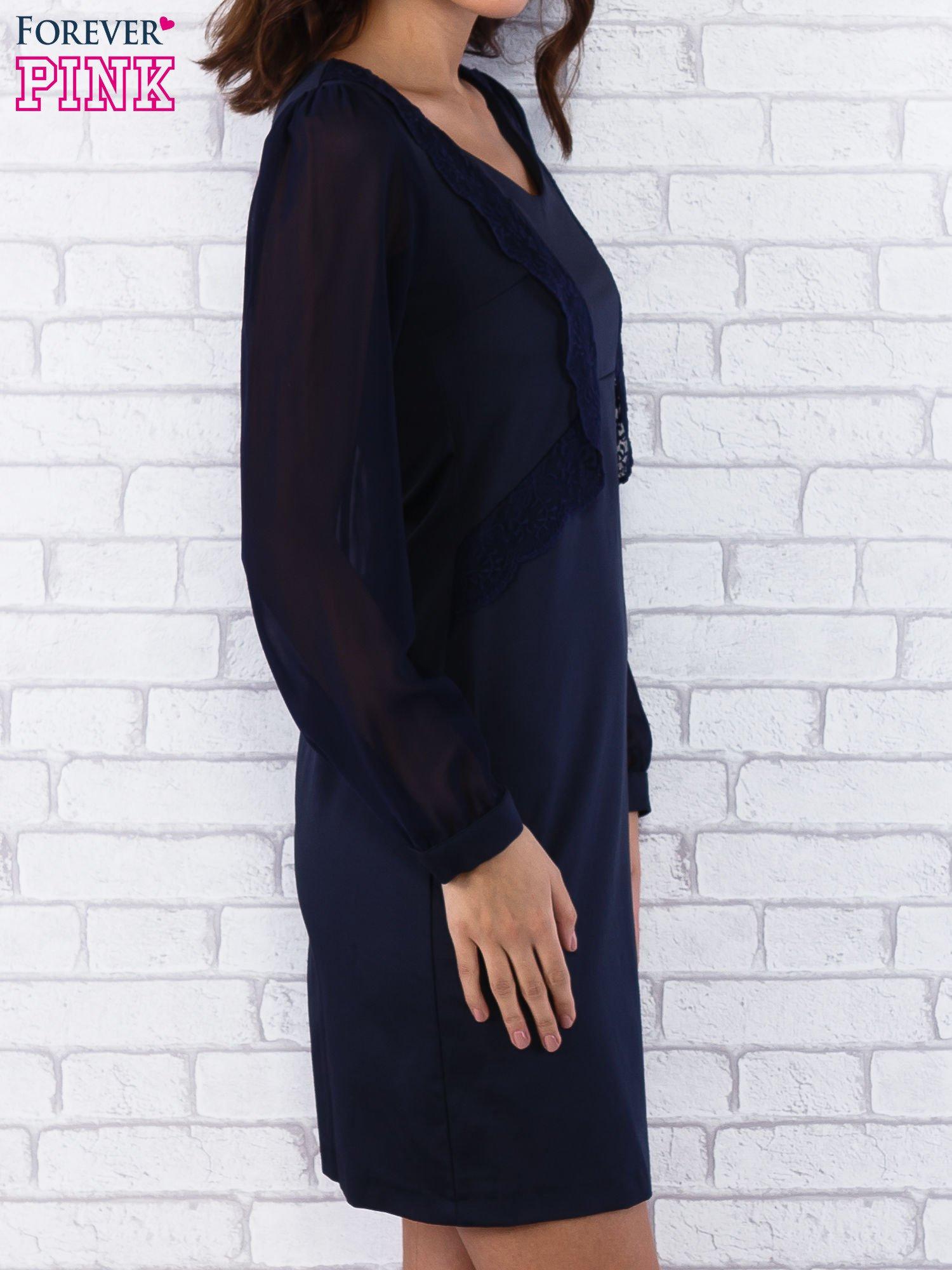 Granatowa sukienka z długimi transparentnymi rękawami                                  zdj.                                  3