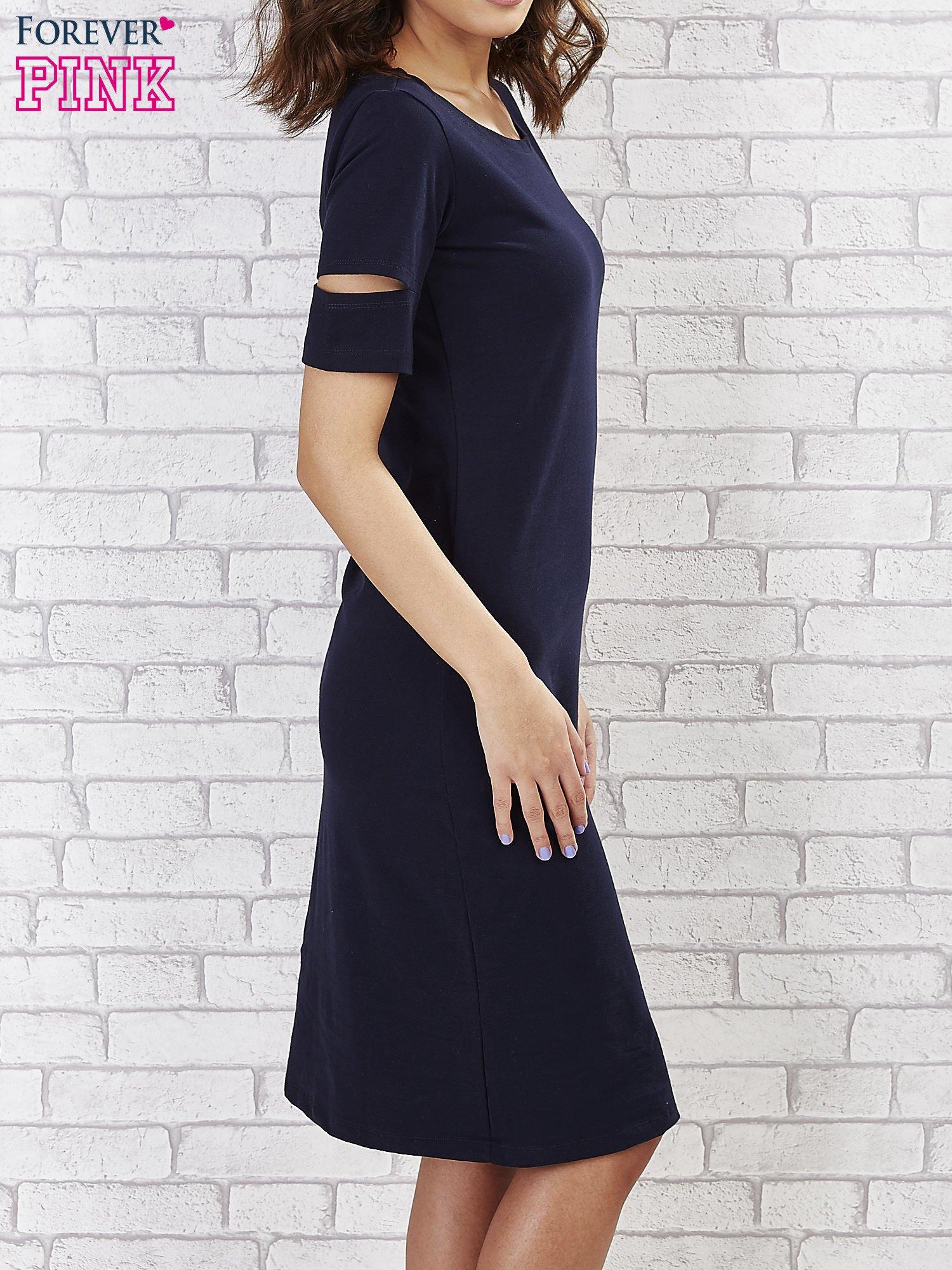 Granatowa sukienka z rozcięciami na rękawach                                  zdj.                                  3