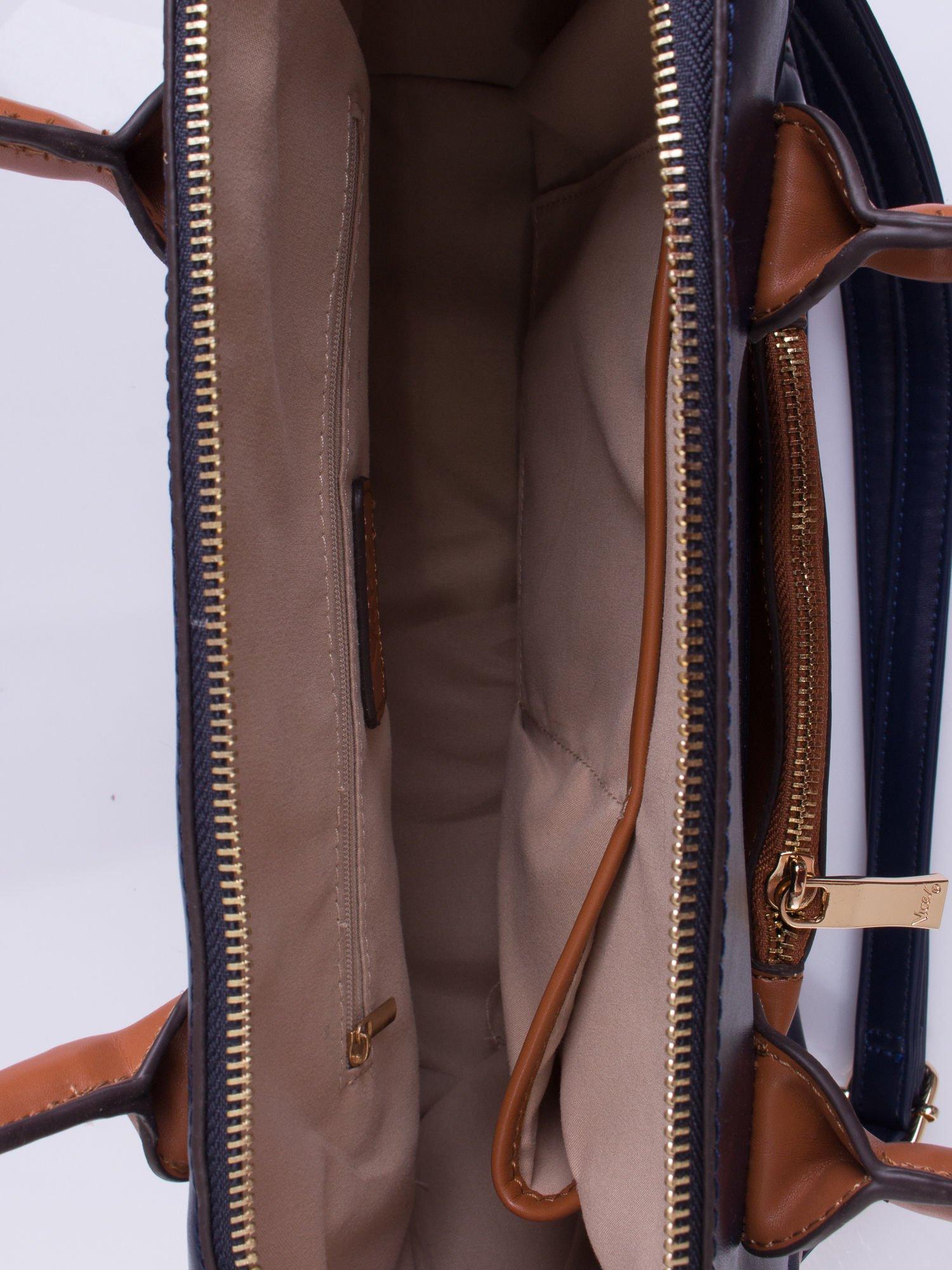 Granatowa torba city bag z odpinanym paskiem                                  zdj.                                  4
