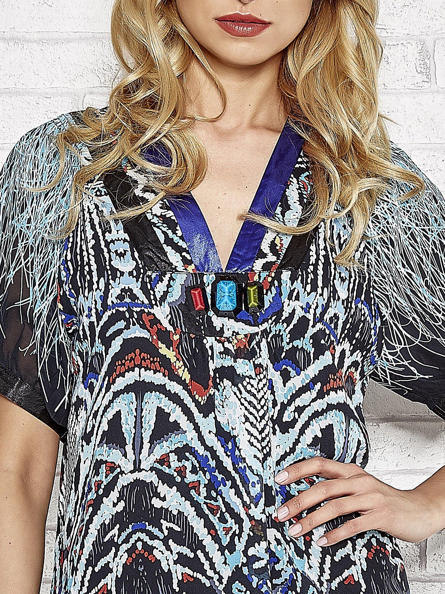 Granatowa wzorzysta sukienka z kamieniami                                  zdj.                                  5