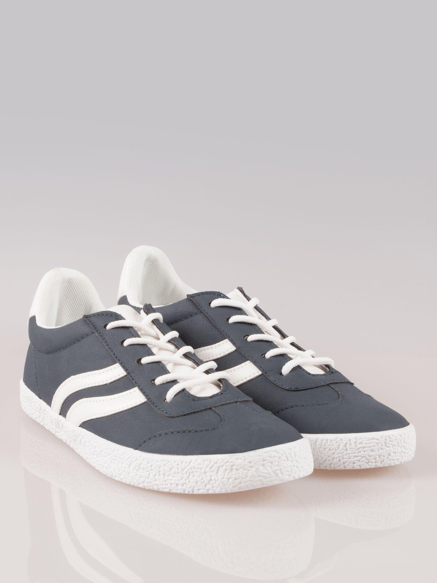 Granatowe buty sportowe w stylu casual Kash                                  zdj.                                  2
