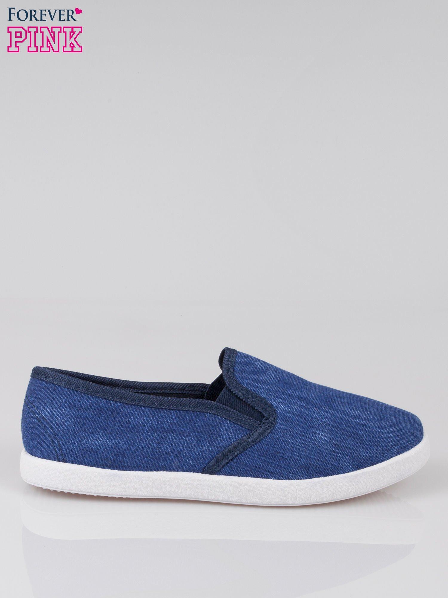 Granatowe jeansowe buty slip on                                  zdj.                                  1