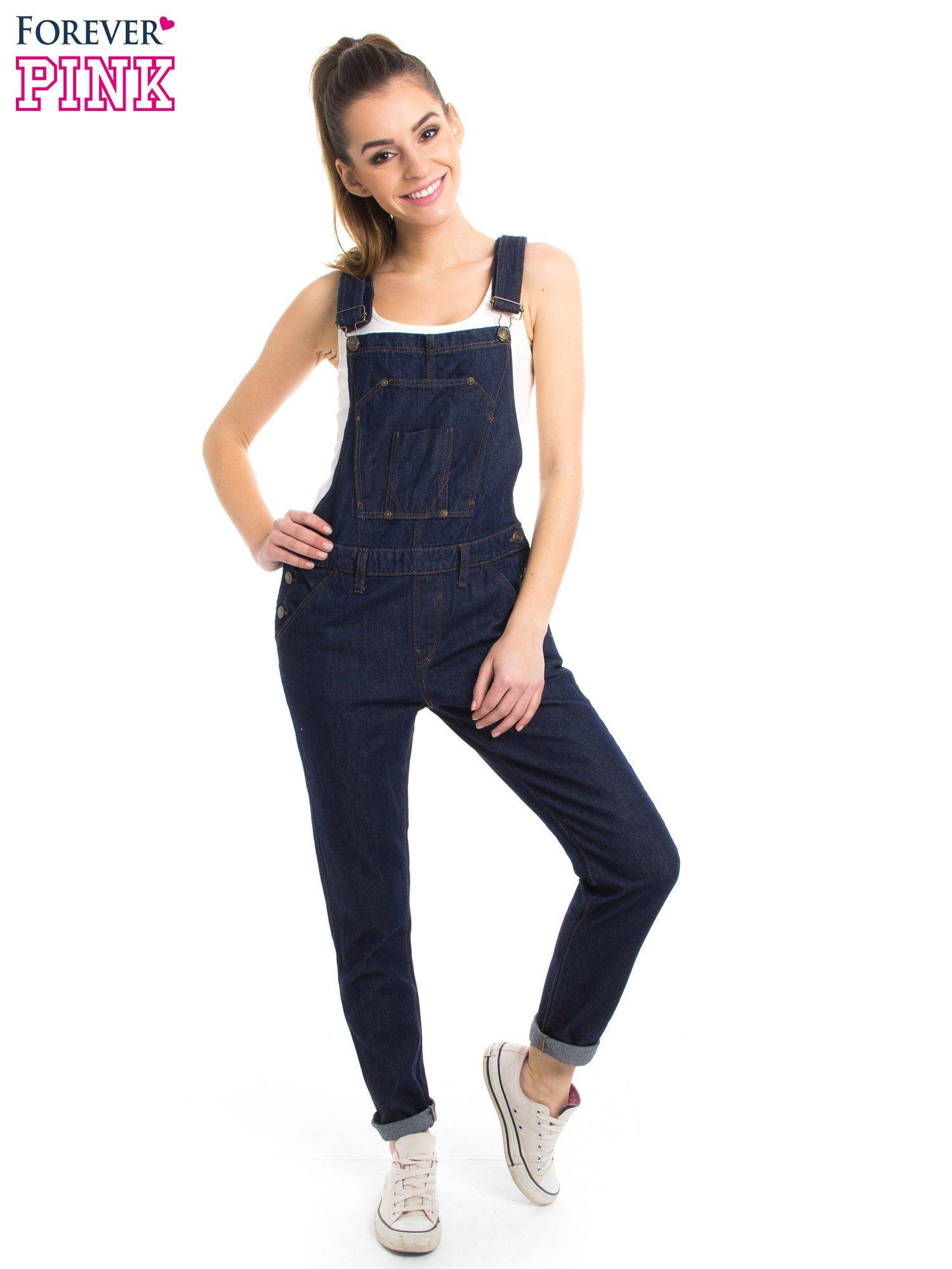 Granatowe ogrodniczki jeansowe z kieszeniami                                  zdj.                                  3