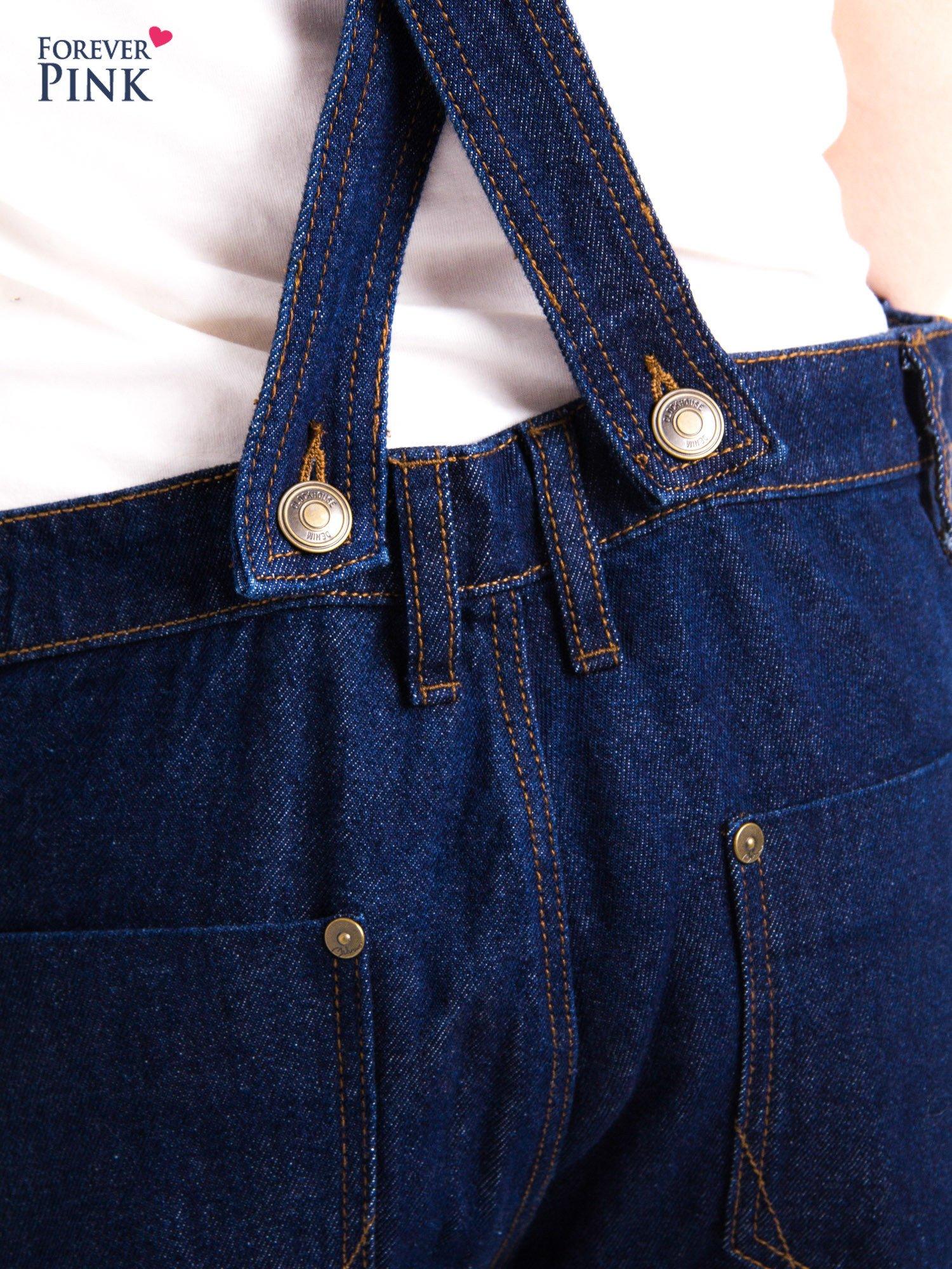 Granatowe ogrodniczki jeansowe z kieszeniami                                  zdj.                                  7