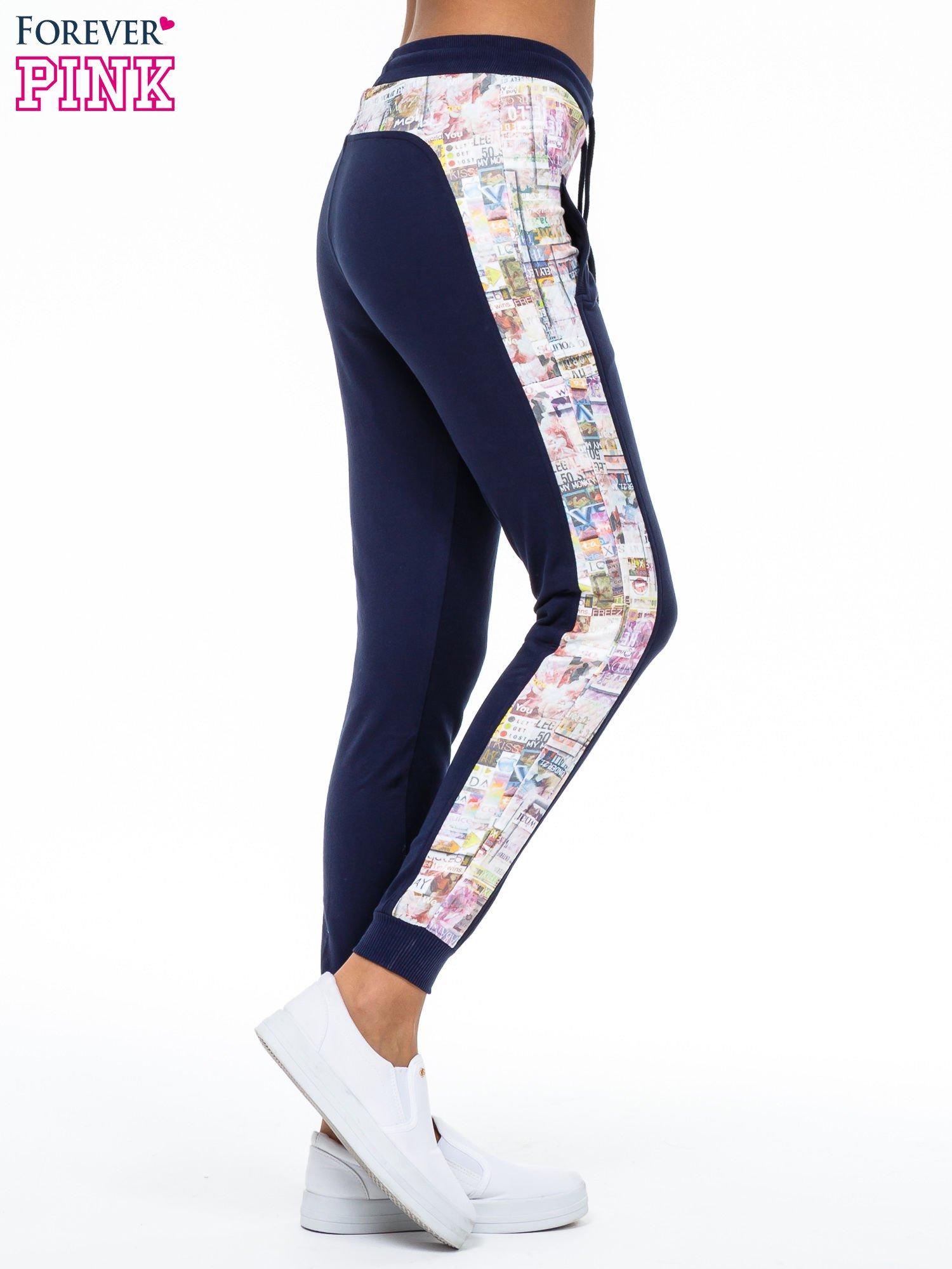 Granatowe spodnie dresowe z gazetowym lampasem                                  zdj.                                  3
