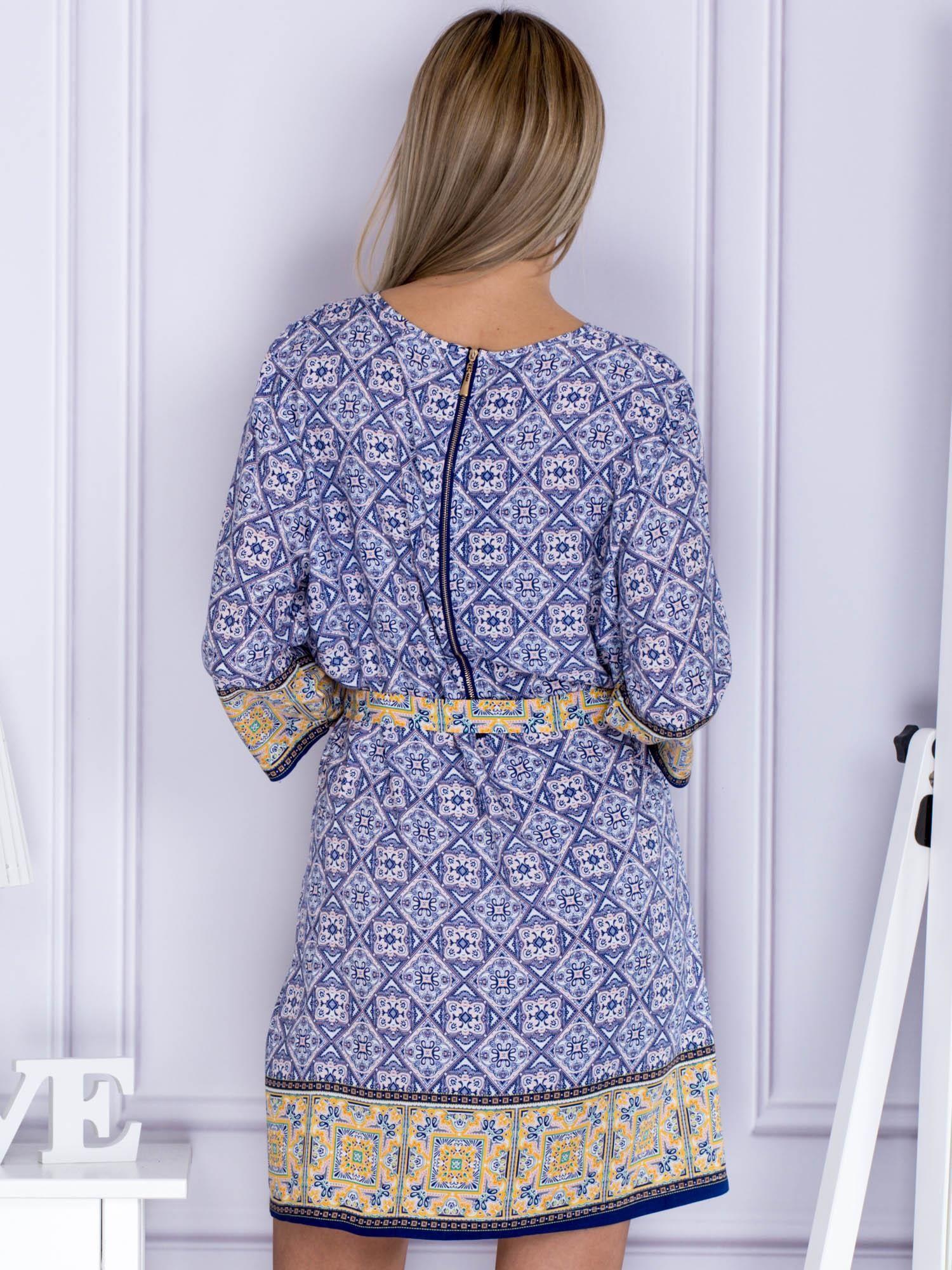 aab8557884 Granatowo-koralowa sukienka dzienna w orientalne wzory - Sukienka na ...