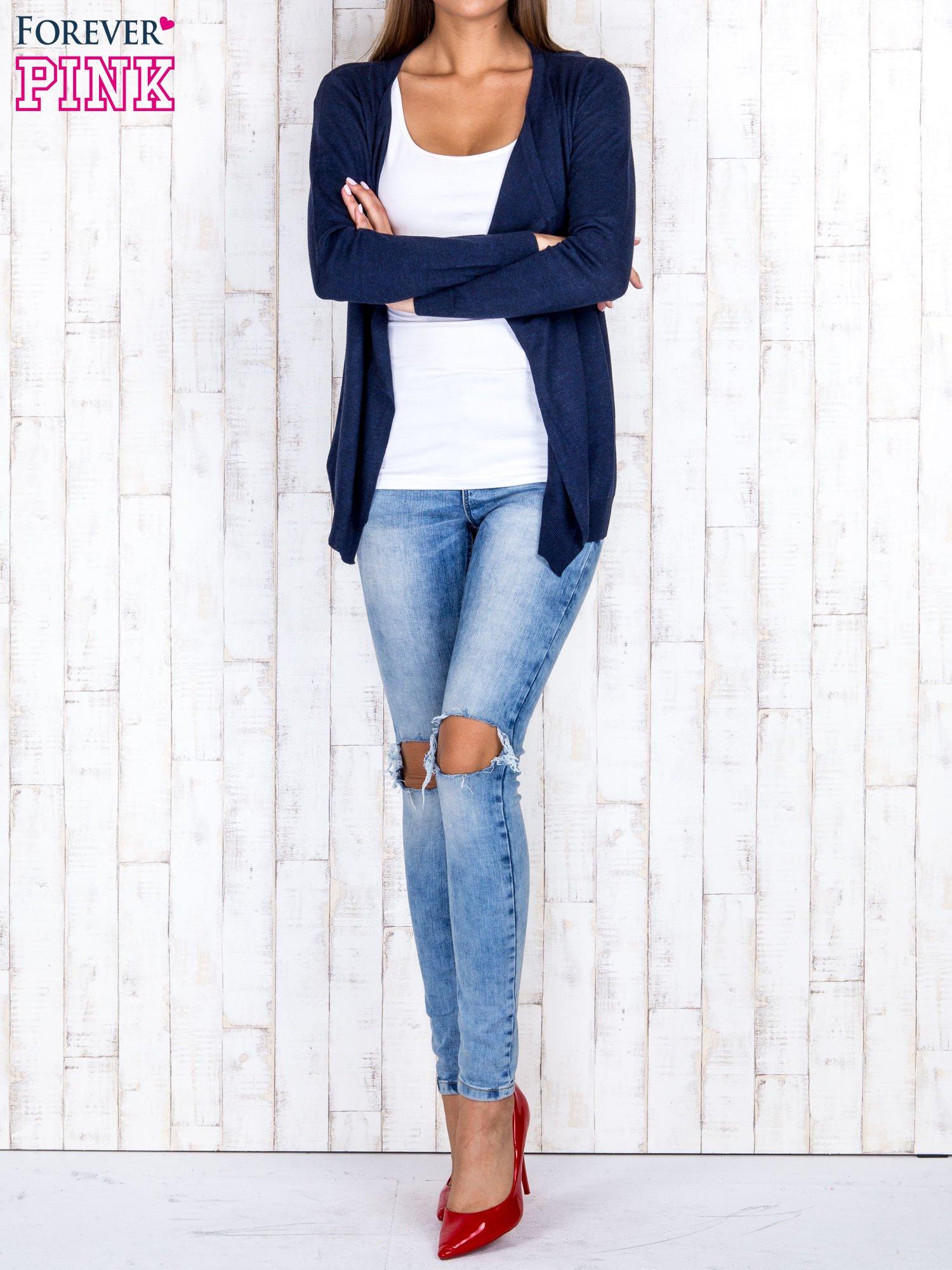 Granatowy niezapinany sweter z melanżowym efektem                                  zdj.                                  2