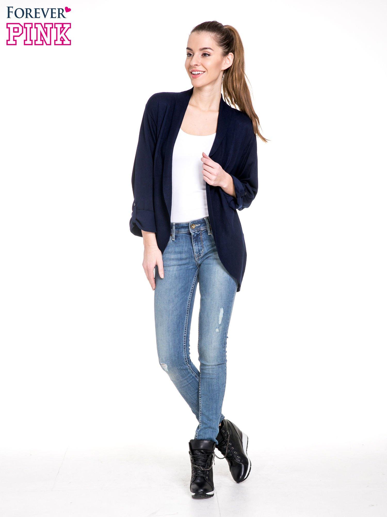 Granatowy sweter narzutka z wywijanymi rękawami                                  zdj.                                  2