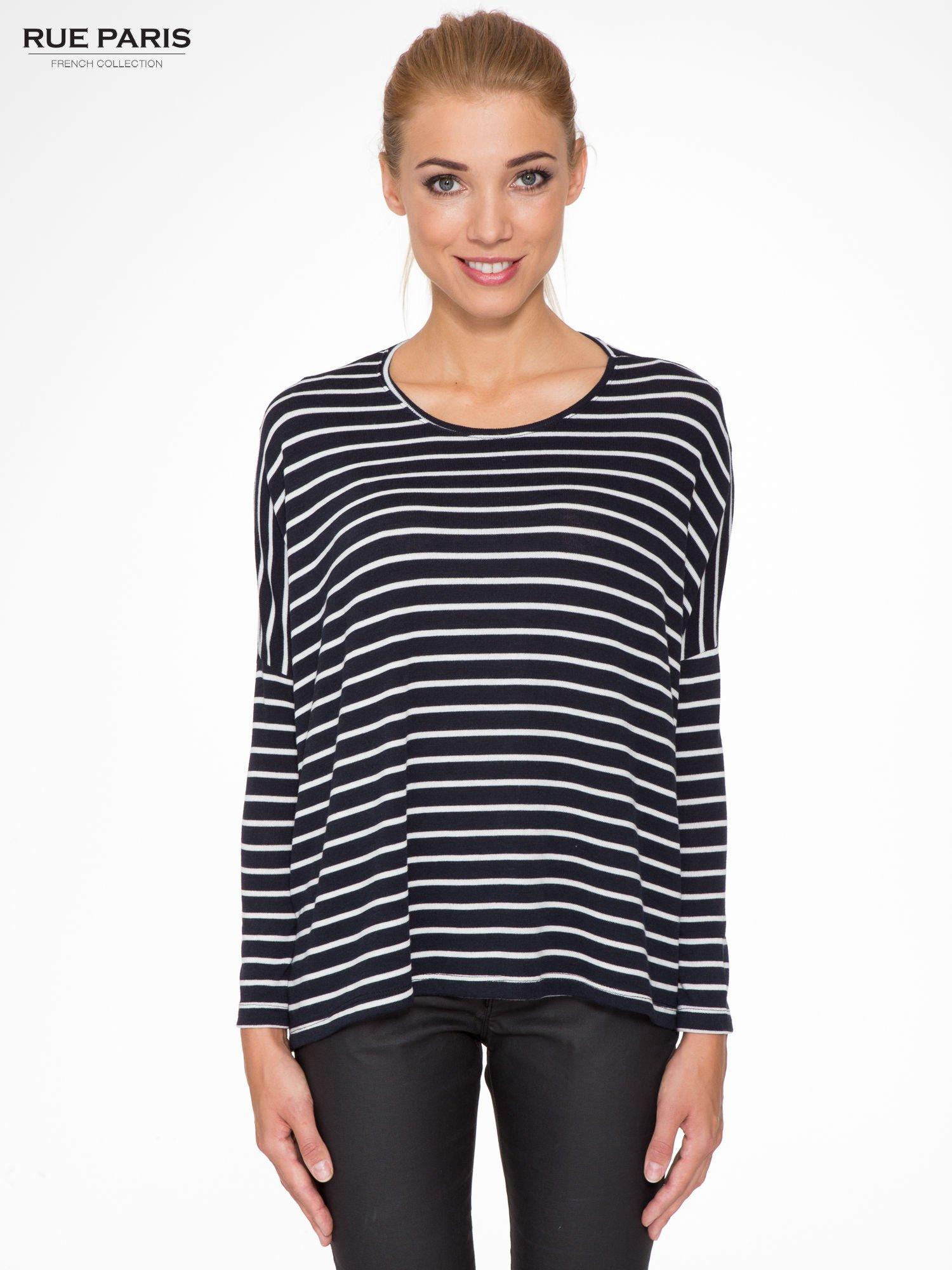 Granatowy sweter w białe paski o kroju oversize                                  zdj.                                  1