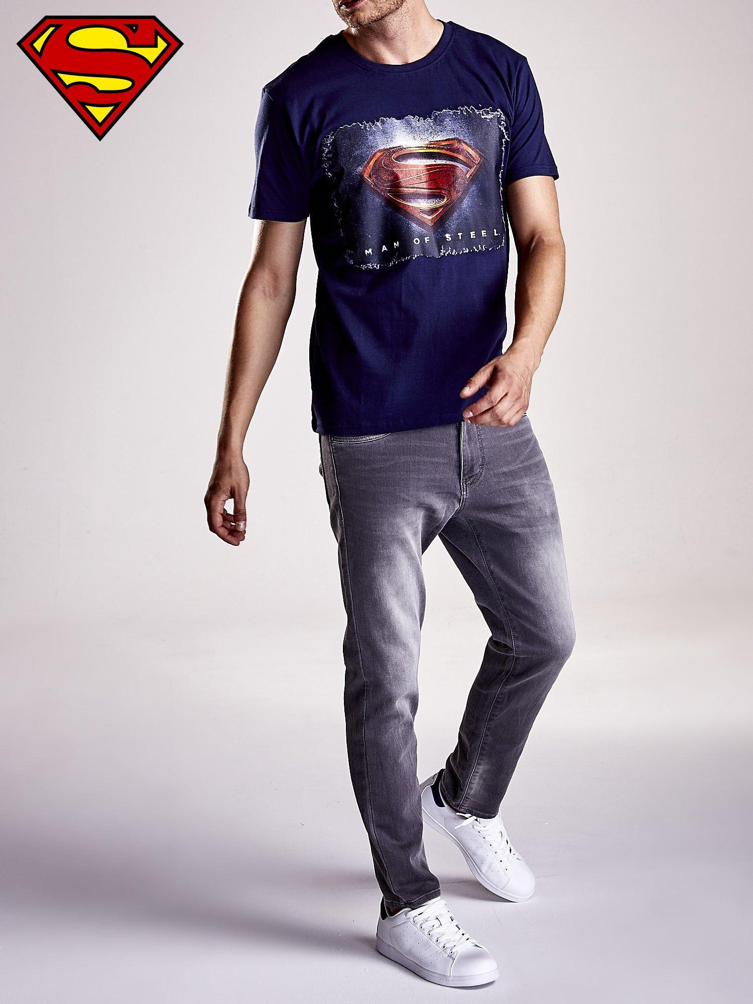 Granatowy t-shirt męski MAN OF STEEL                                  zdj.                                  7