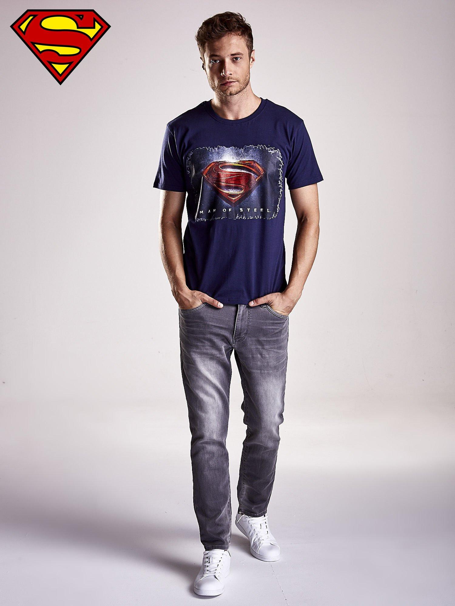 Granatowy t-shirt męski MAN OF STEEL                                  zdj.                                  3