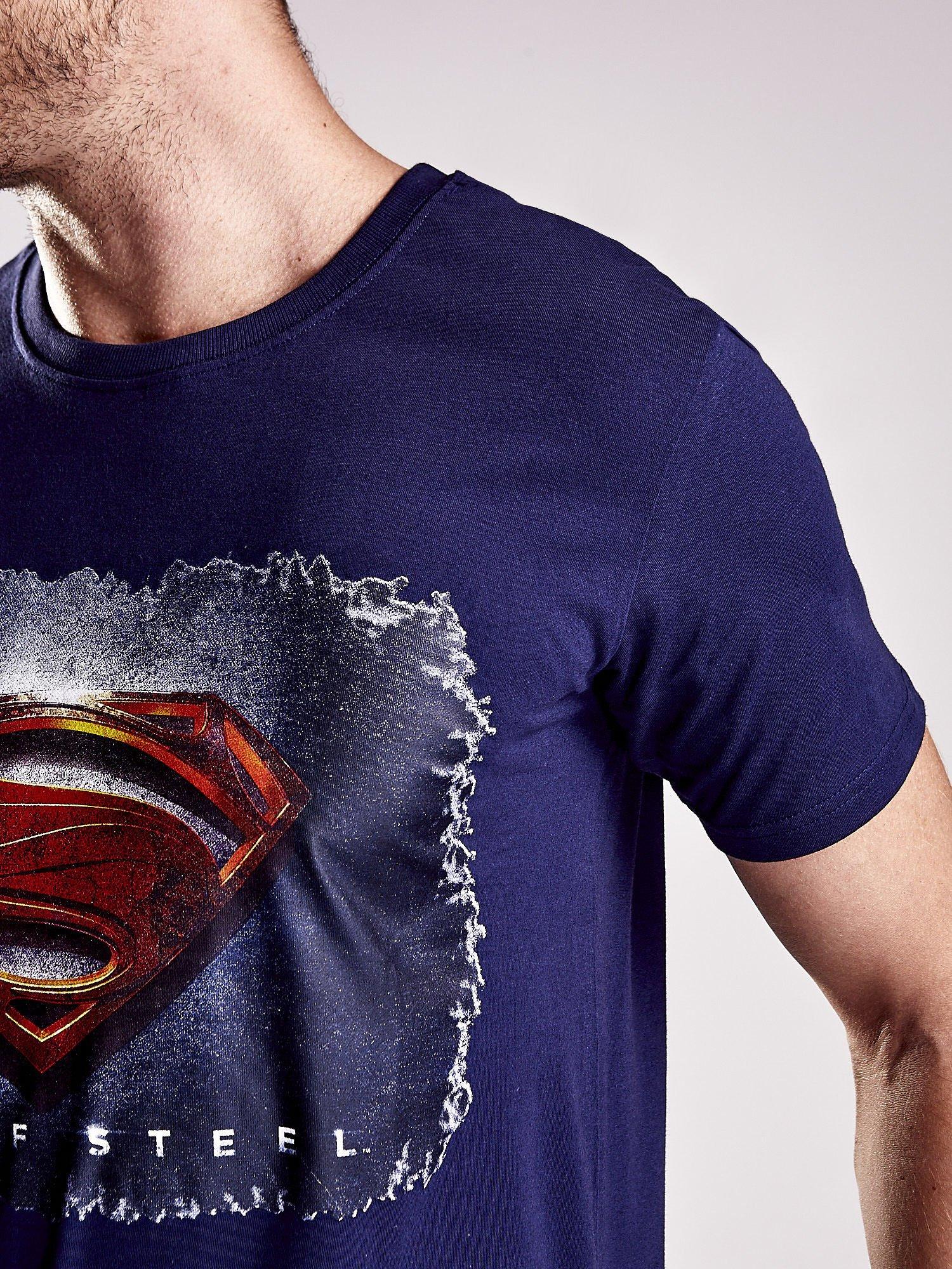 Granatowy t-shirt męski MAN OF STEEL                                  zdj.                                  5