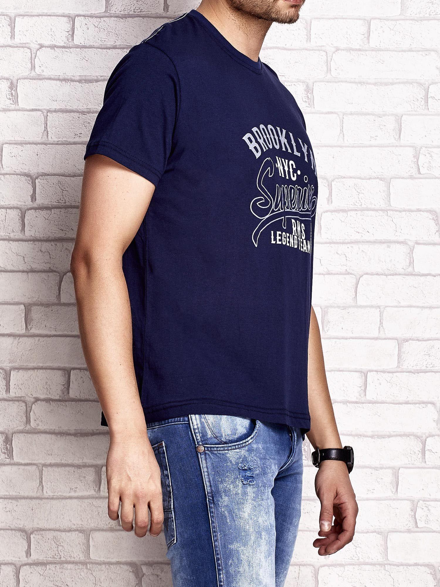 Granatowy t-shirt męski z napisem BROOKLYN NYC                                  zdj.                                  3