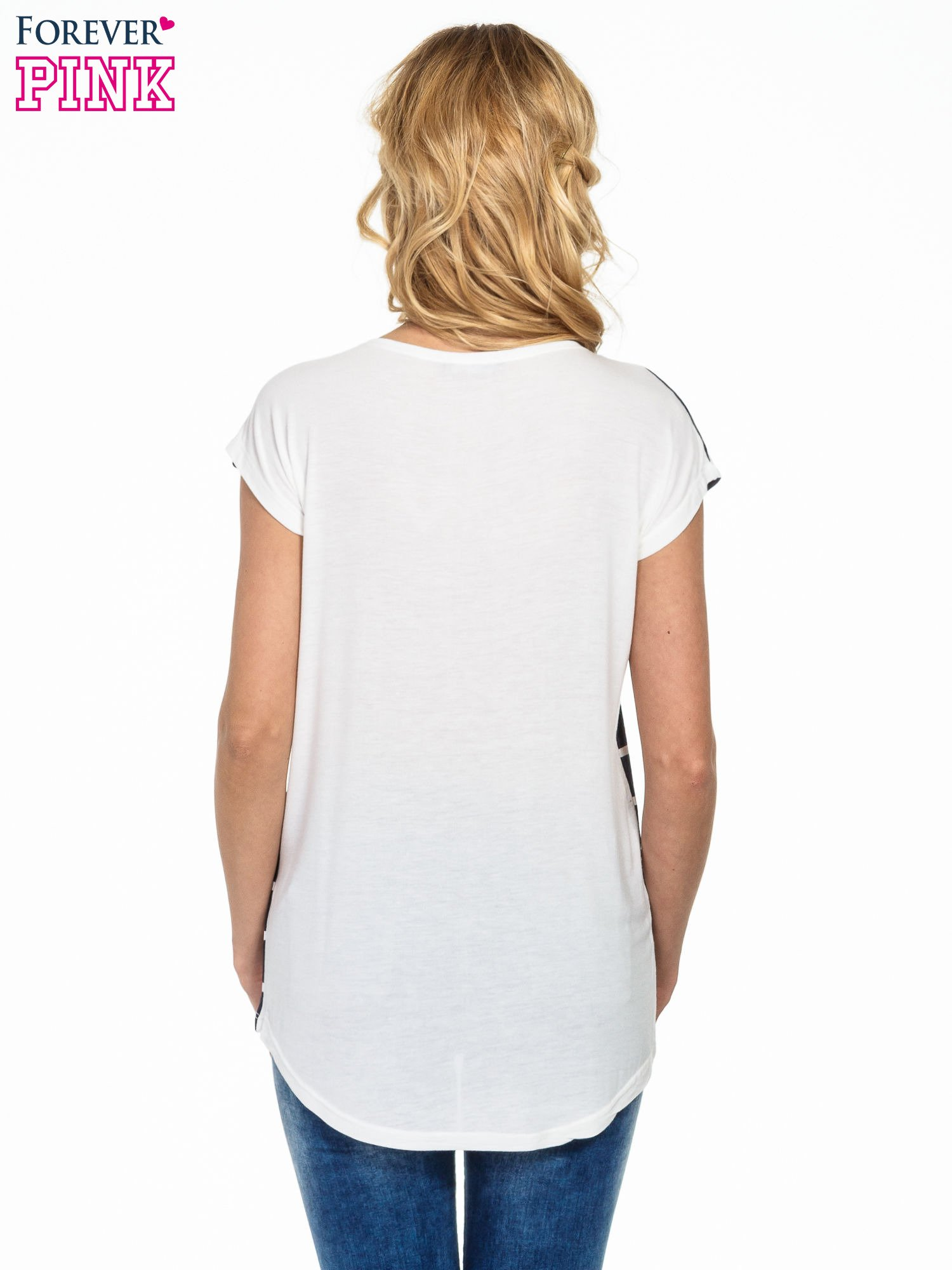Granatowy t-shirt w białe paski                                  zdj.                                  4