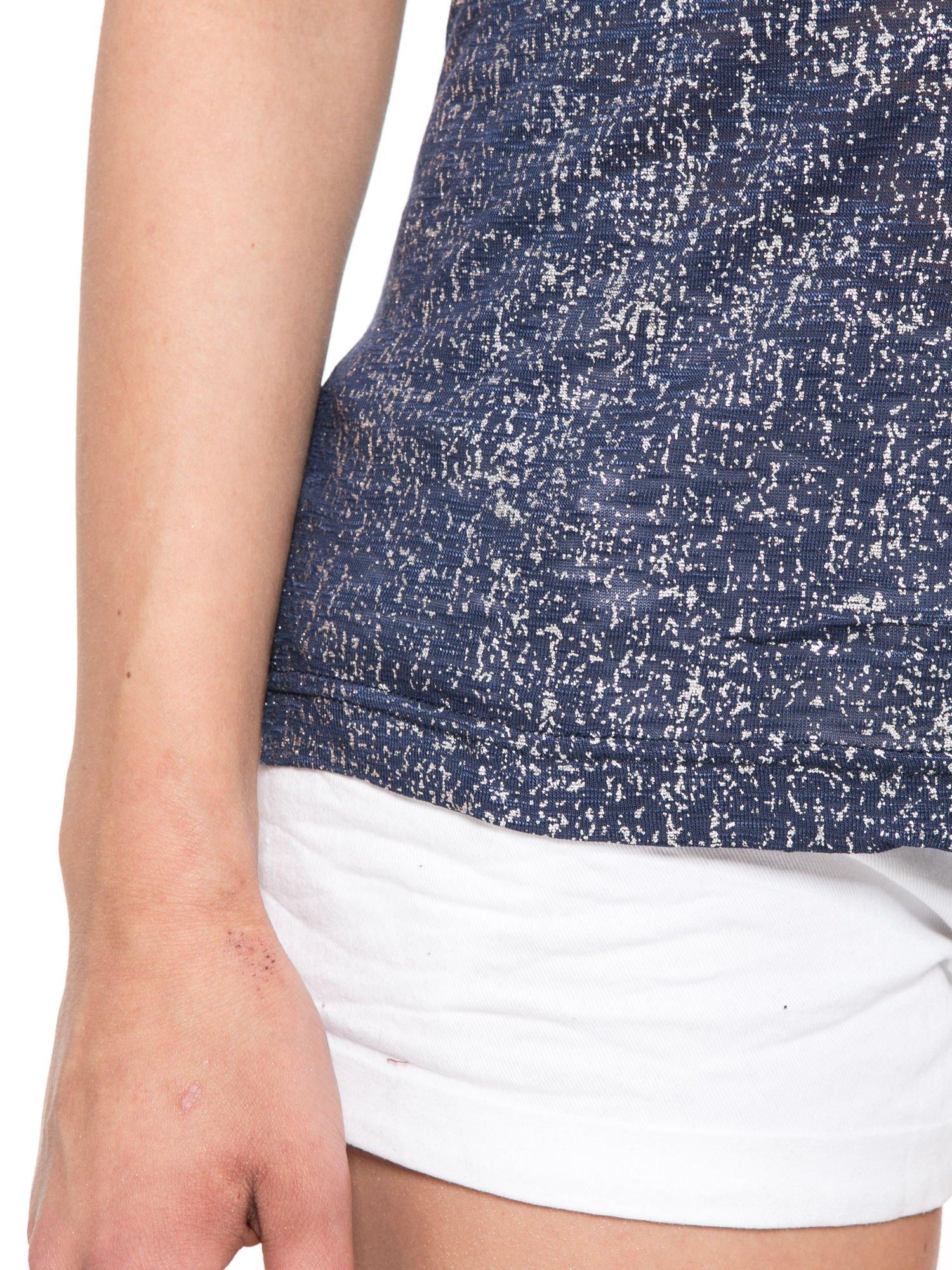 Granatowy t-shirt w srebrne plamki                                  zdj.                                  7