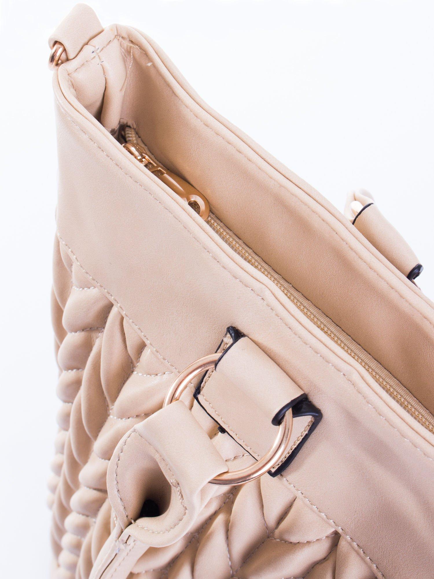 Jasnobeżowa pikowana torba na ramię                                  zdj.                                  8