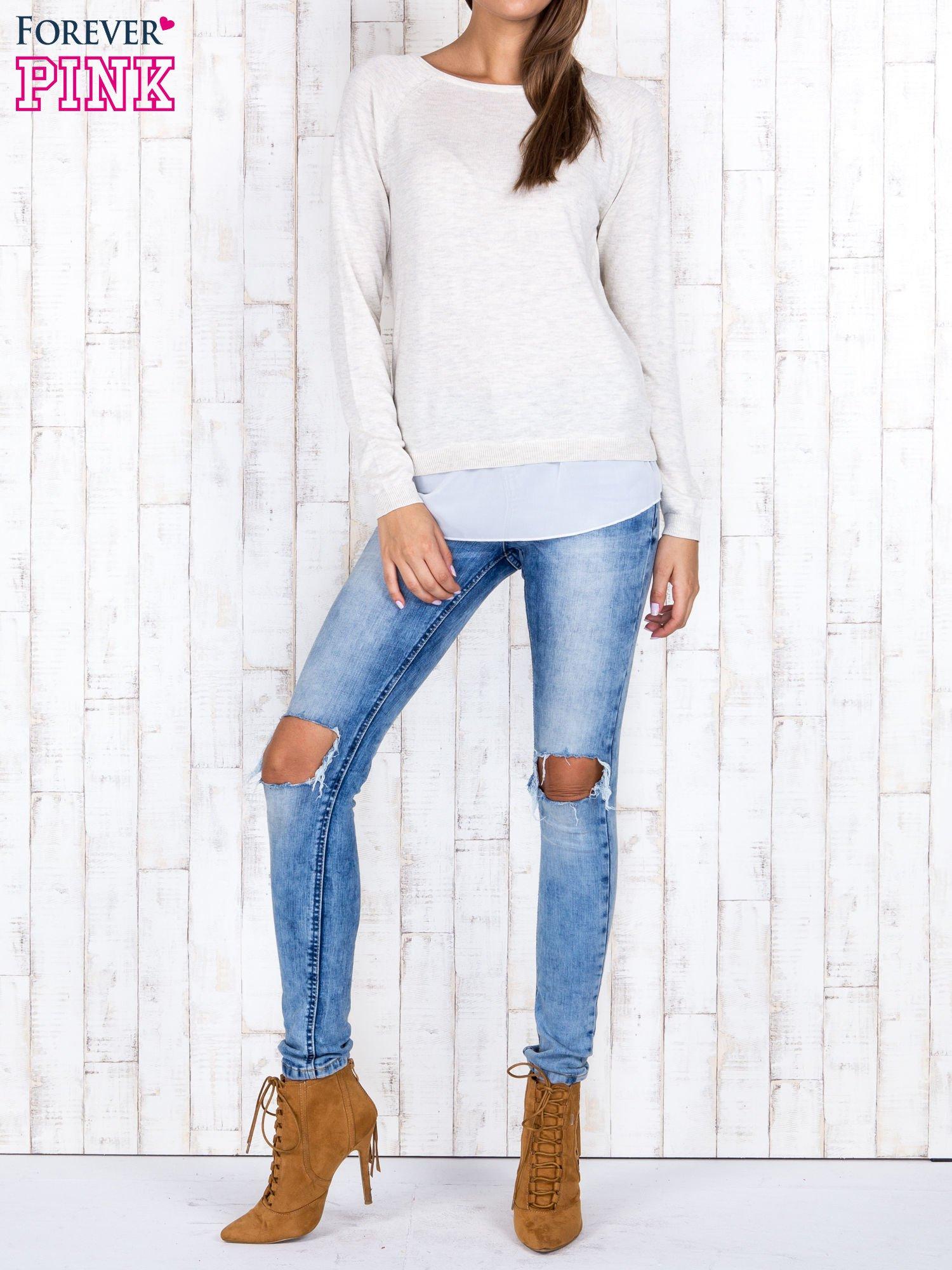 Jasnobeżowy luźny sweter z siateczką i wycięciem z tyłu                                  zdj.                                  4