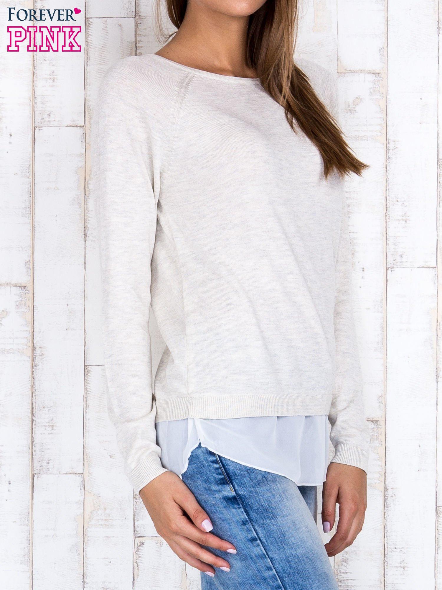 Jasnobeżowy luźny sweter z siateczką i wycięciem z tyłu                                  zdj.                                  3