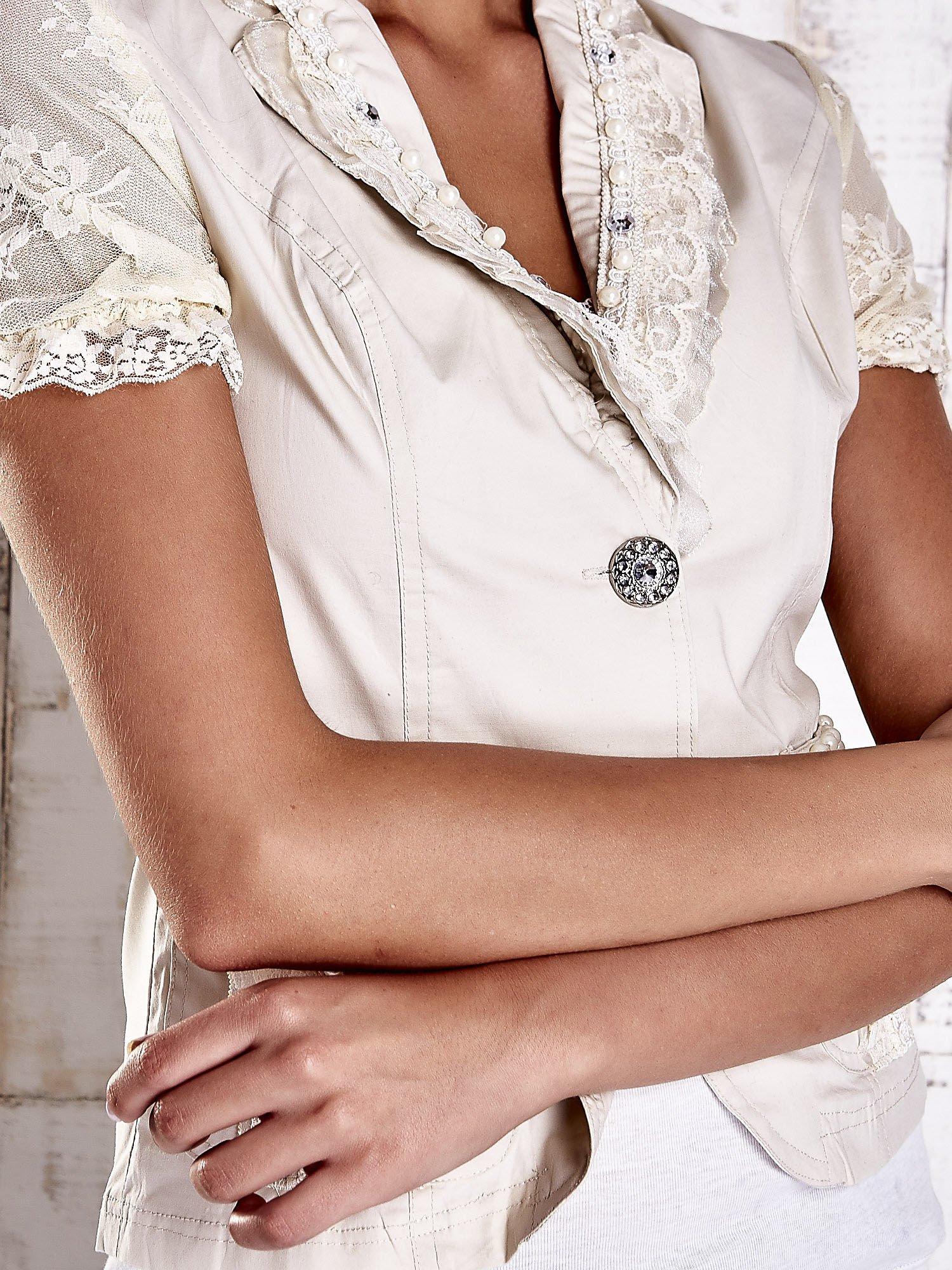 Jasnobeżowy żakiet z krótkim rękawem z koronką i perełkami                                  zdj.                                  6