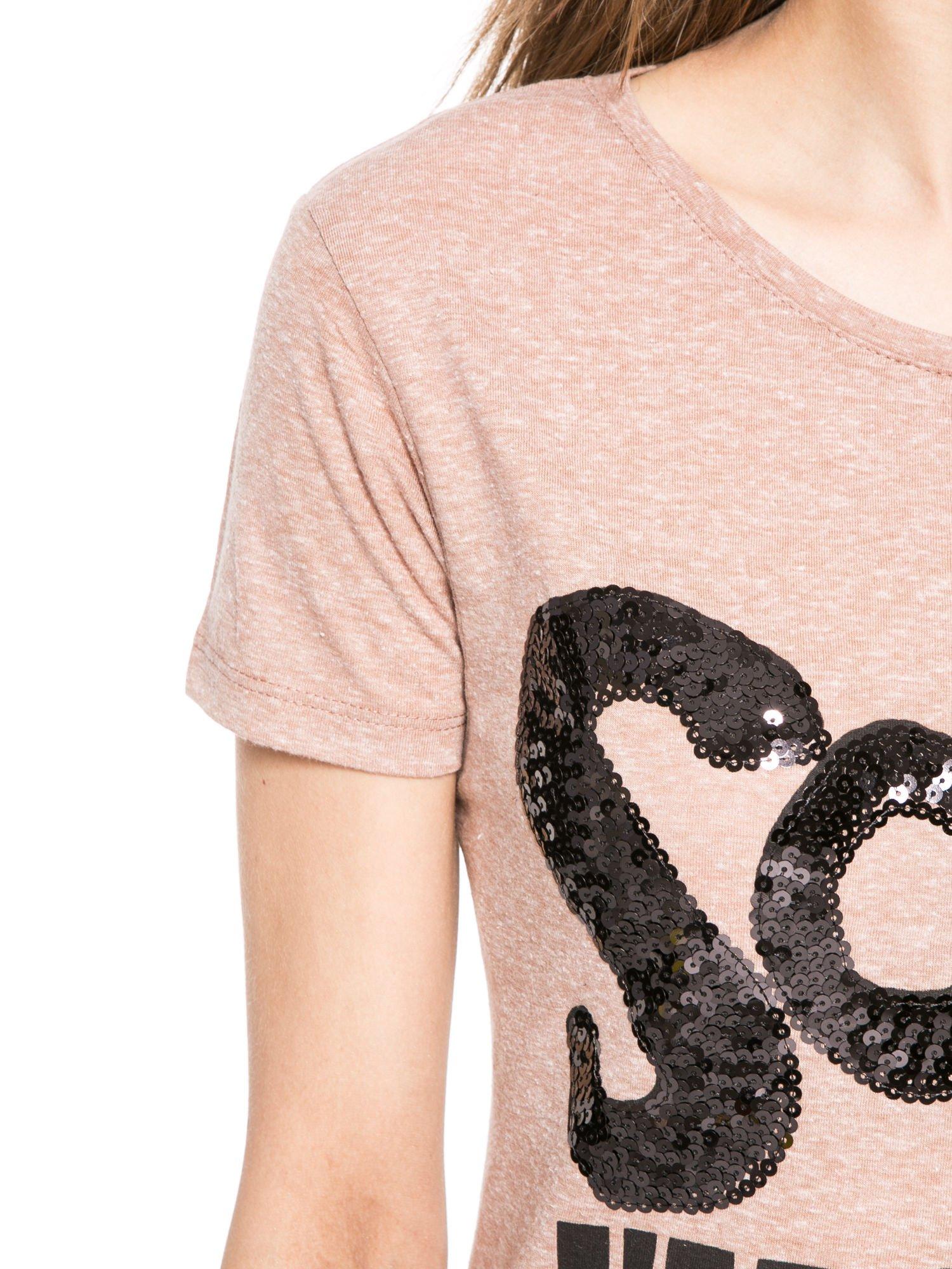 Jasnoborodowy t-shirt z napisem SORRY I'M SUPER FRESH z dżetami                                  zdj.                                  5