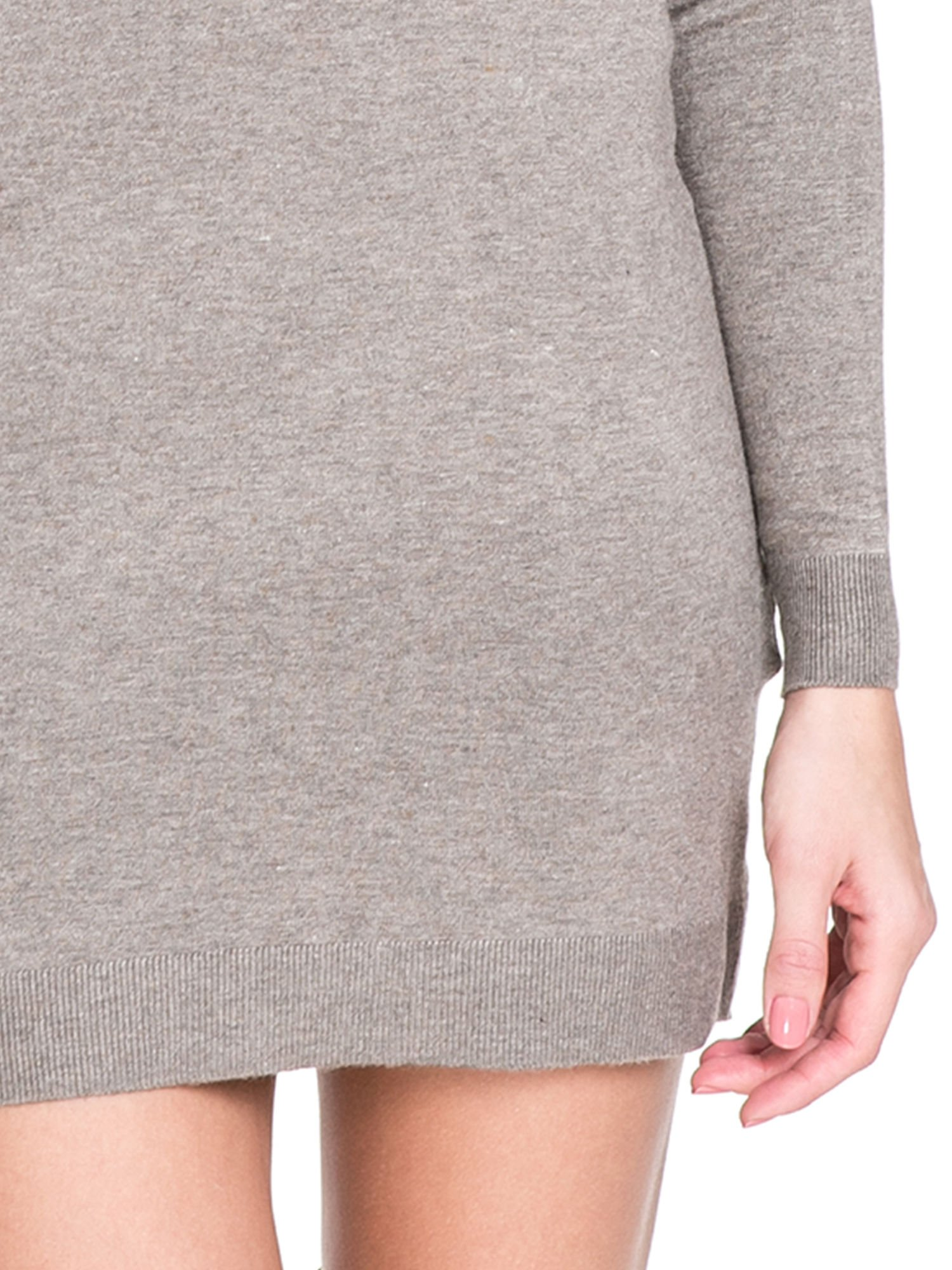 Jasnobrązowa swetrowa sukienka z golfem                                  zdj.                                  5