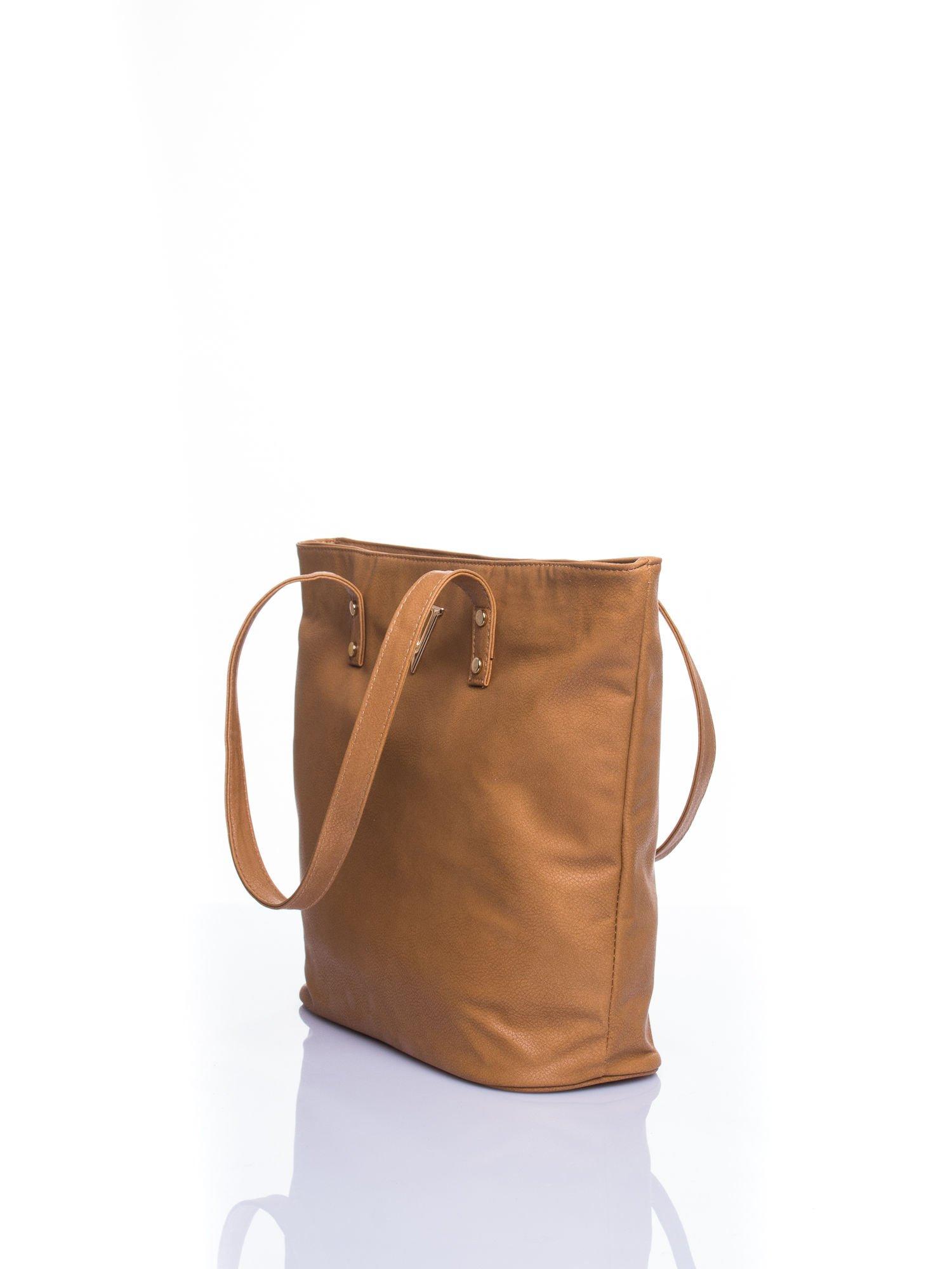 Jasnobrązowa torba ze złotym detalem                                  zdj.                                  4
