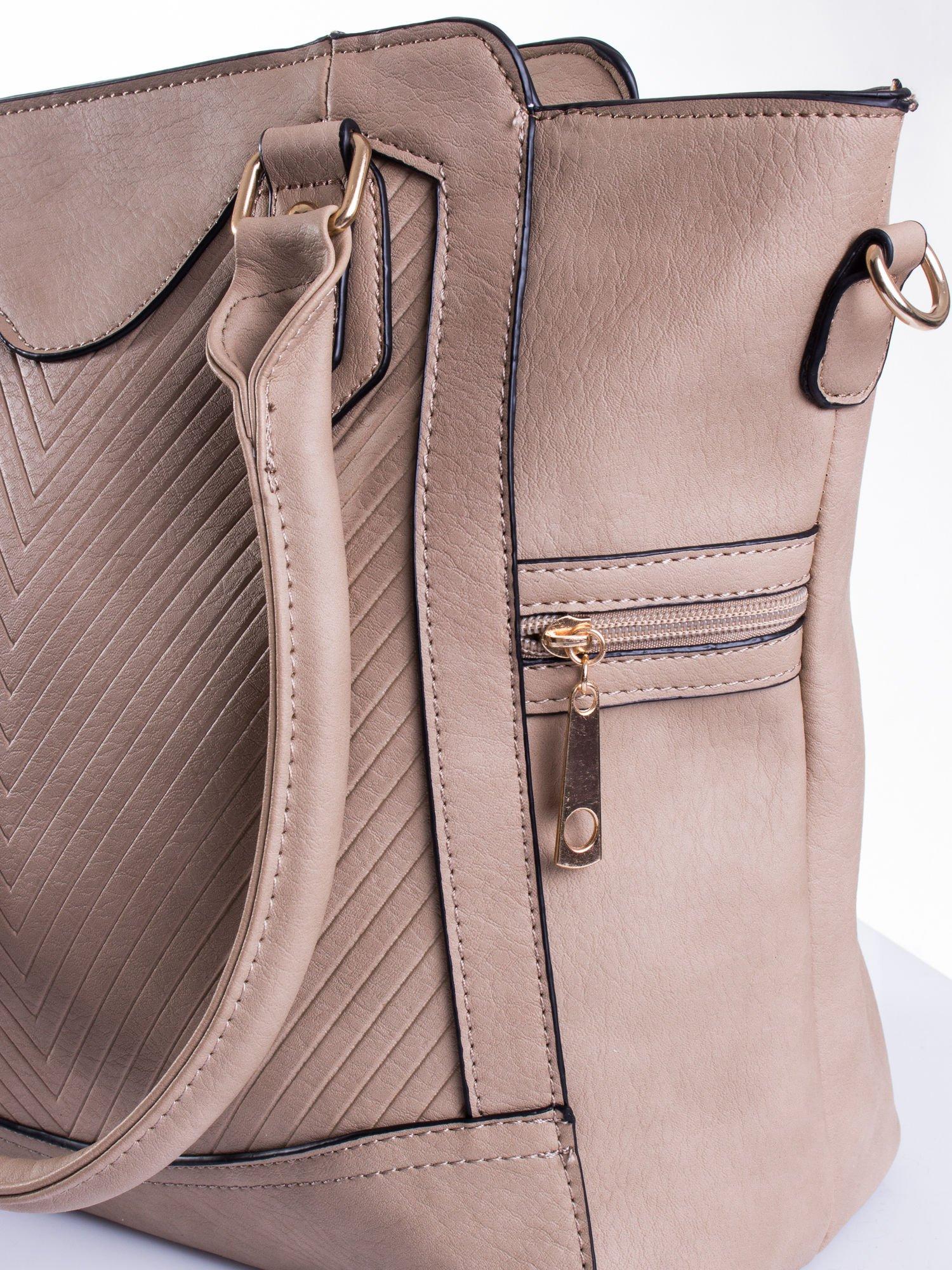 Jasnobrązowa torba ze złotymi wykończeniami                                  zdj.                                  6